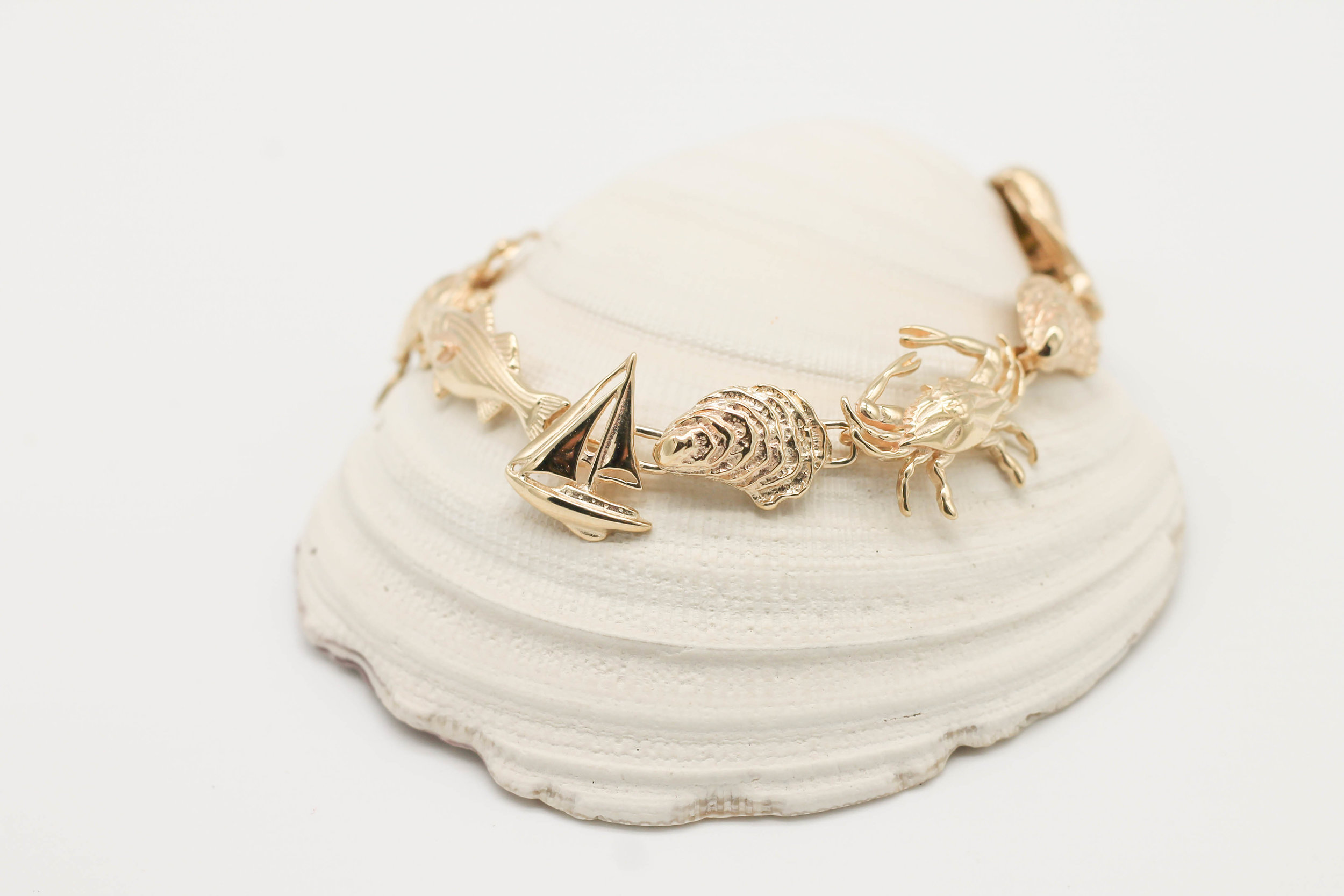 The River Bracelet comes in Sterling Silver, White gold and Yellow gold and can be enhanced with Diamonds.