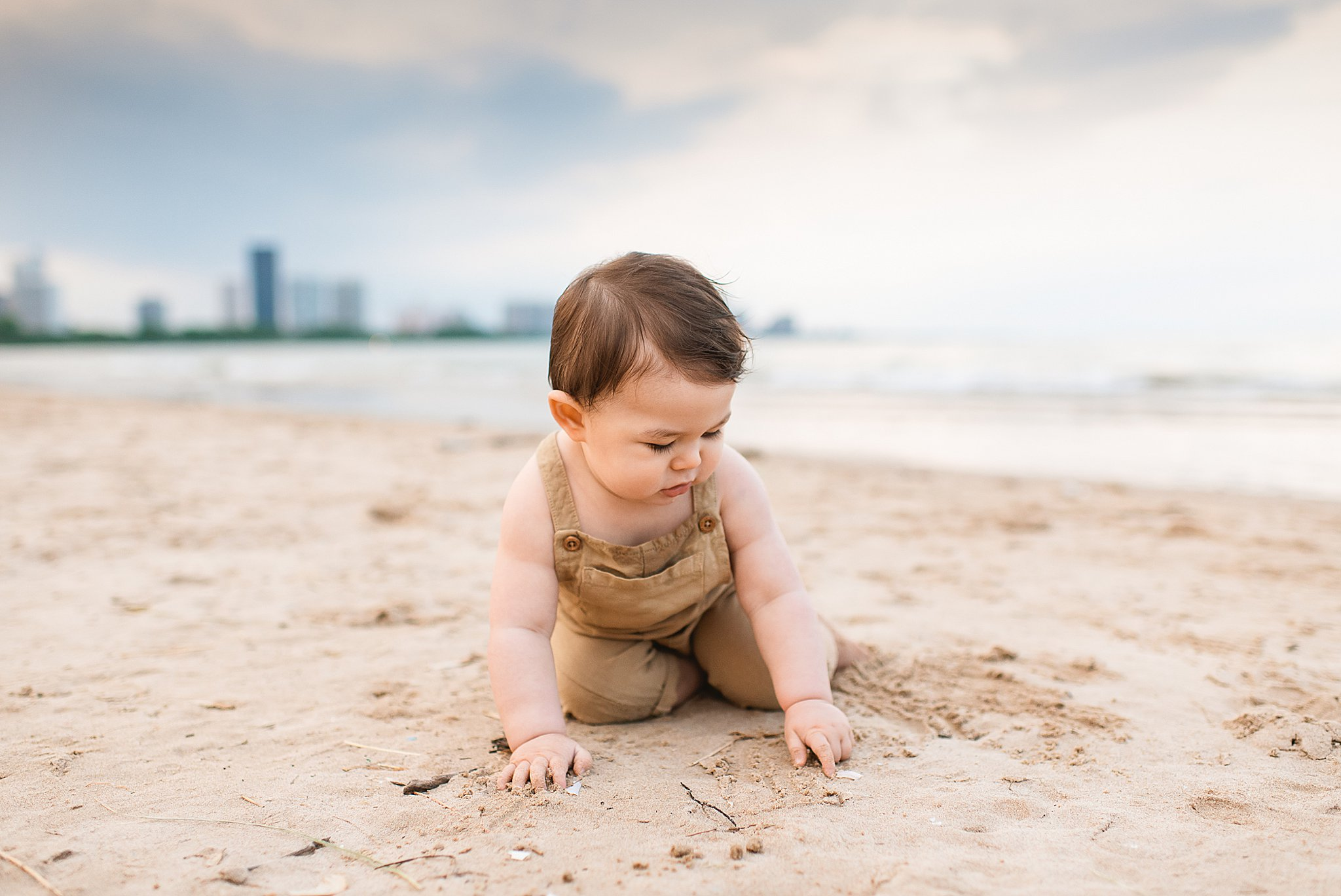 chicago baby beach session montrose beach chicago chicago family photographer baby on the beach.jpg