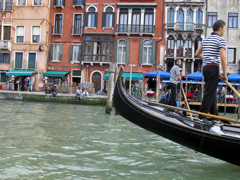 Passing Gondolas