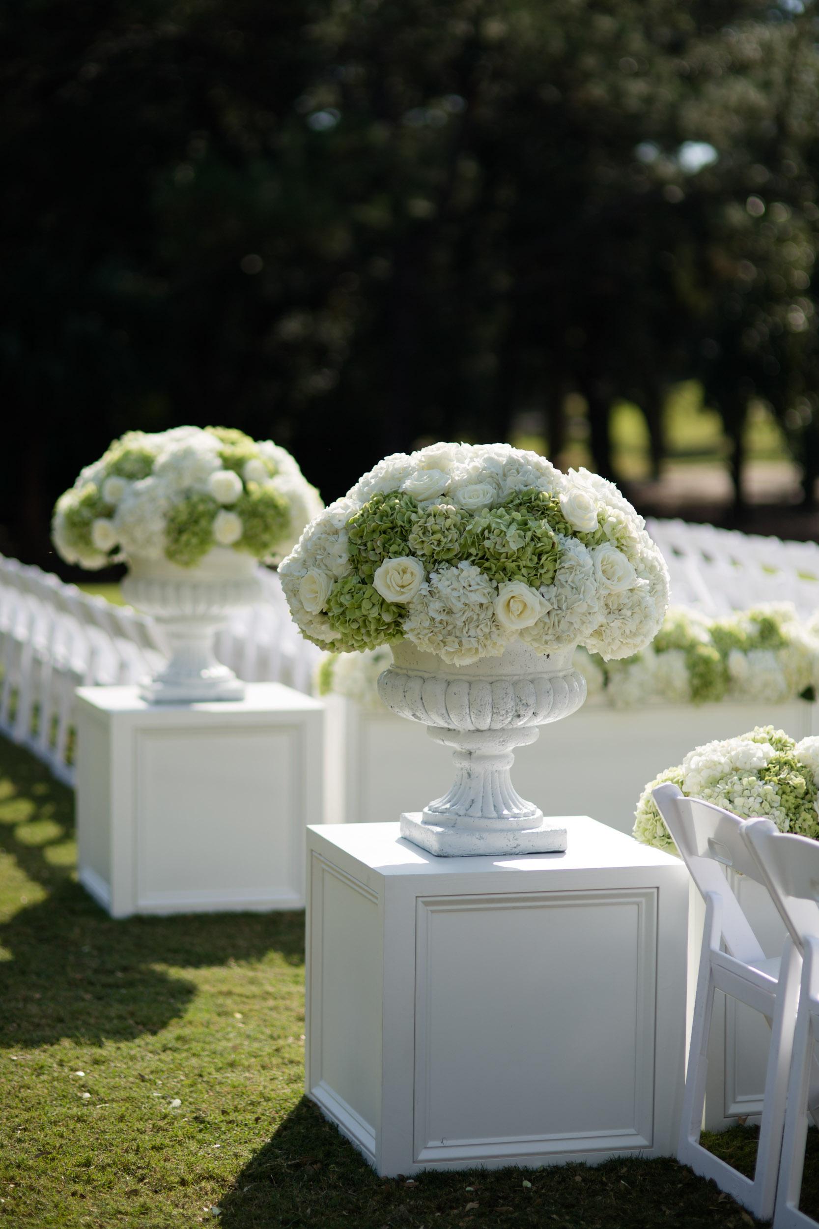 kiawah island wedding ceremony decor with hydrangeas and roses