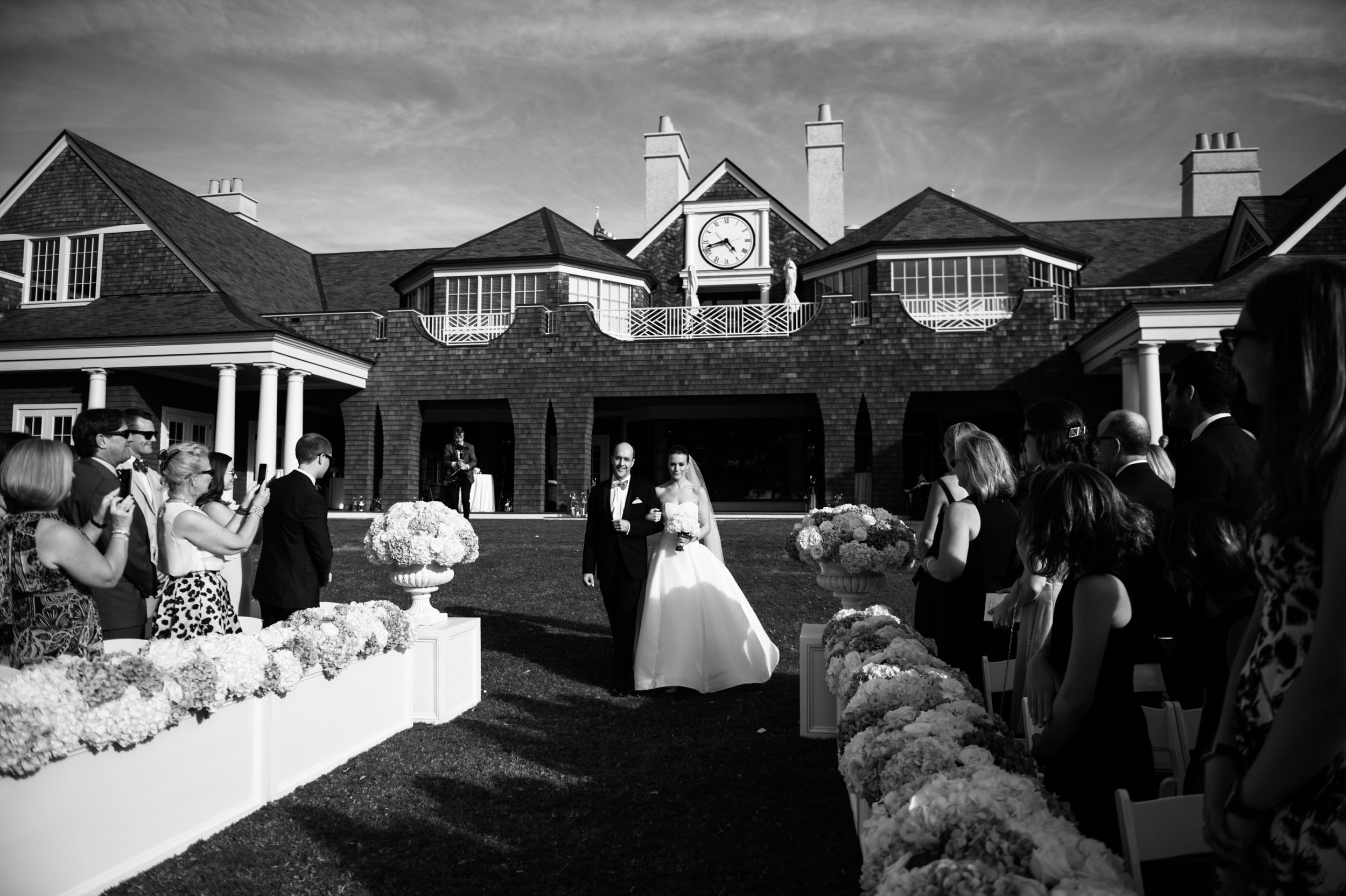 Bride's father walks her down the aisle at a Kiawah Island River Course Wedding.