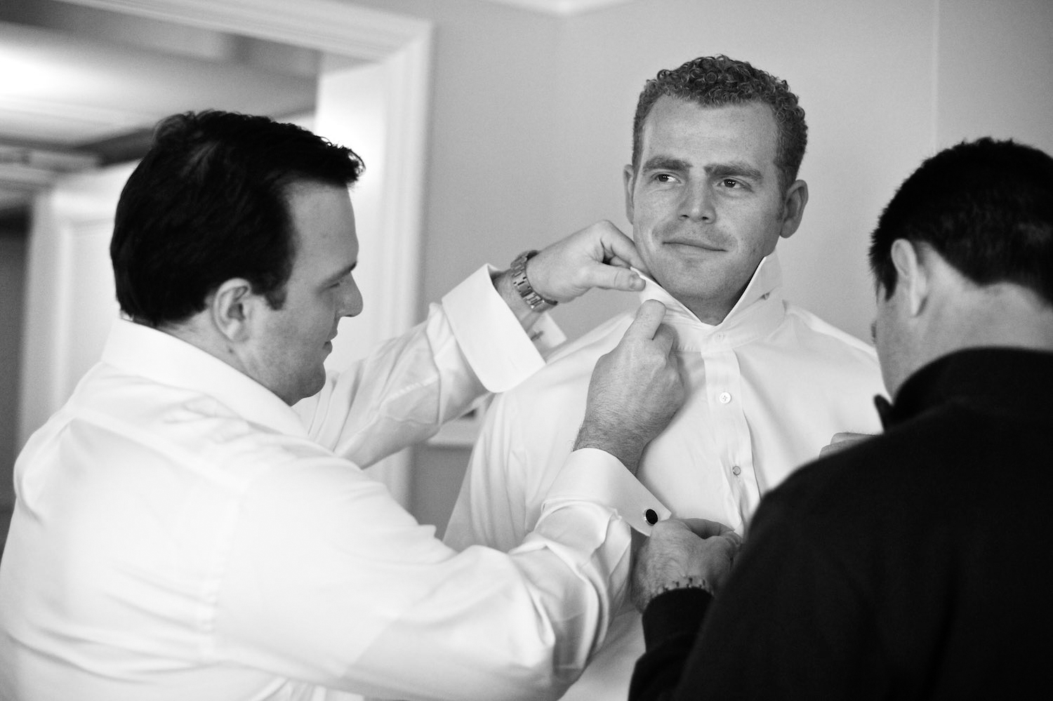 Groom gets ready at Four Seasons Chicago