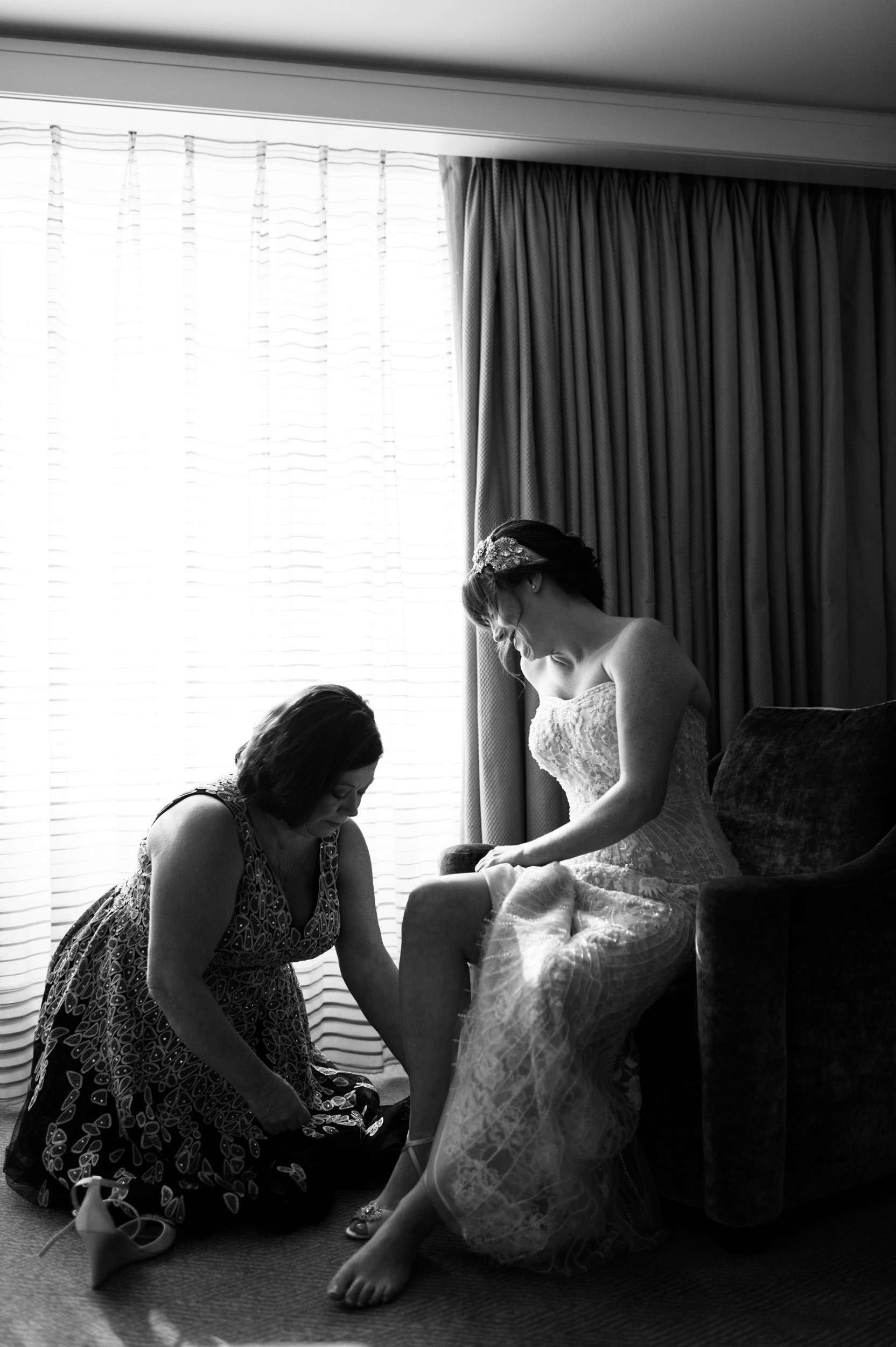Bride gets ready at Peninsula Hotel Chicago
