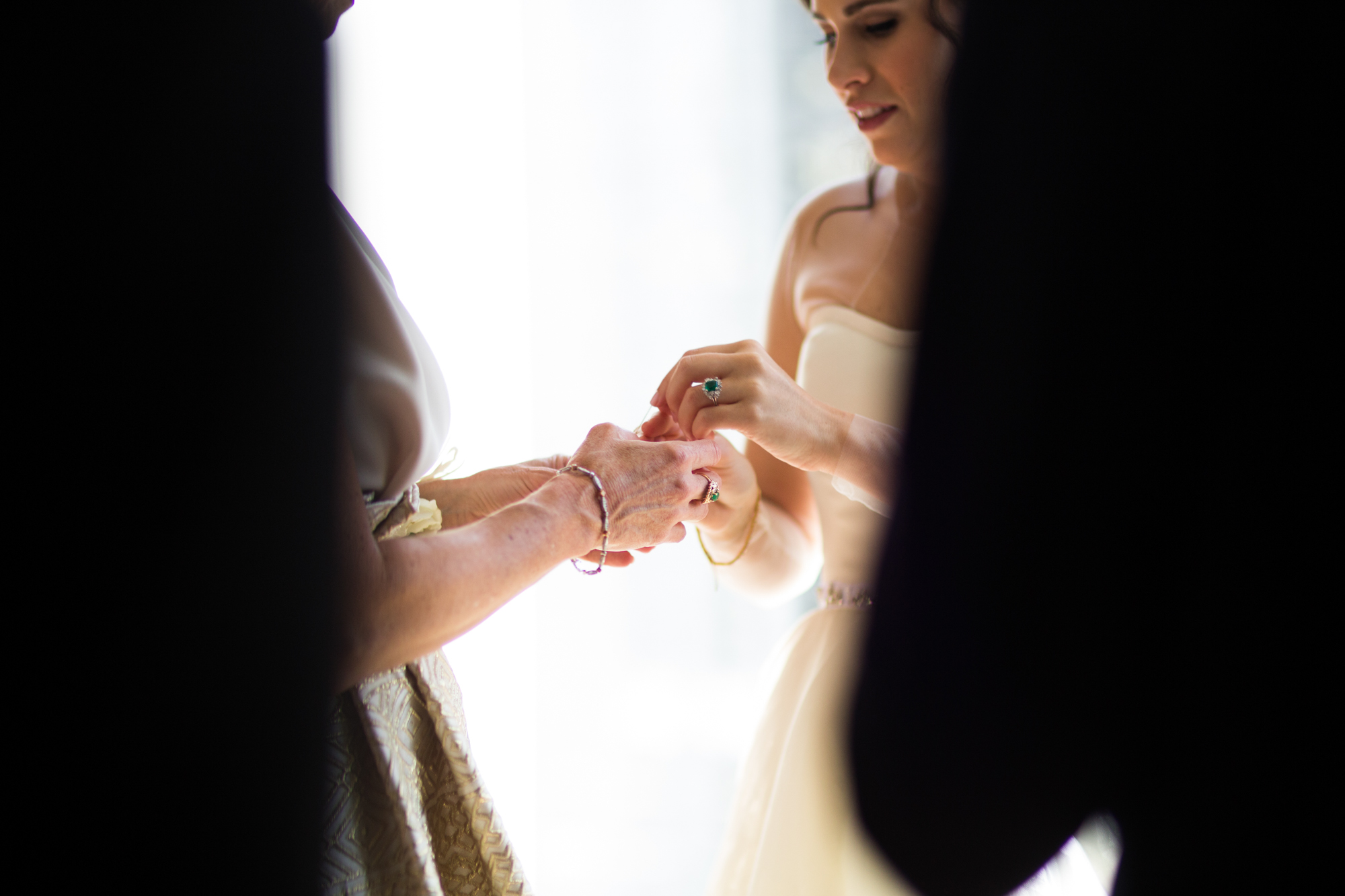 Bride gets ready at Westin River North Chicago.