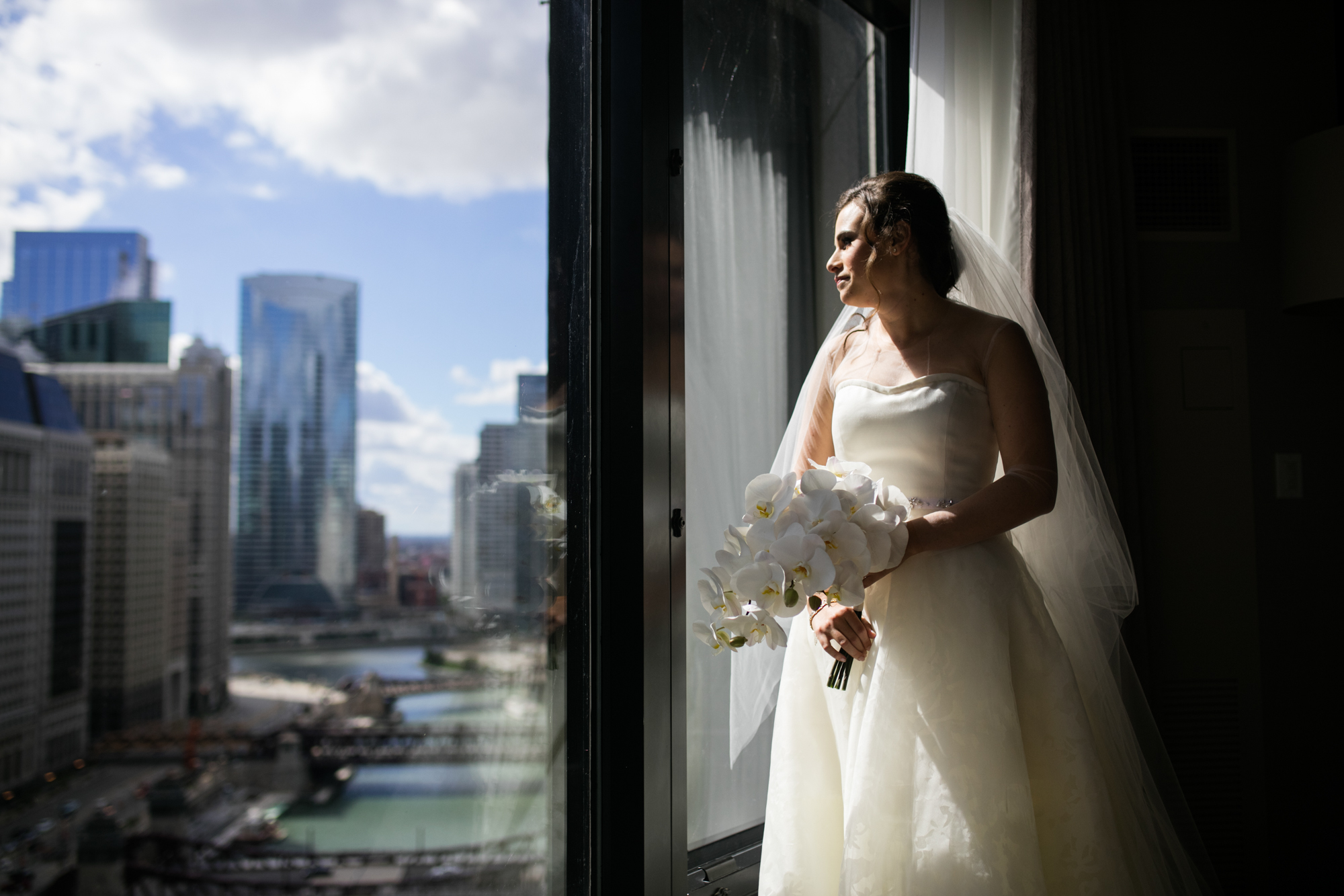 Bridal portrait against the Chicago skyline.