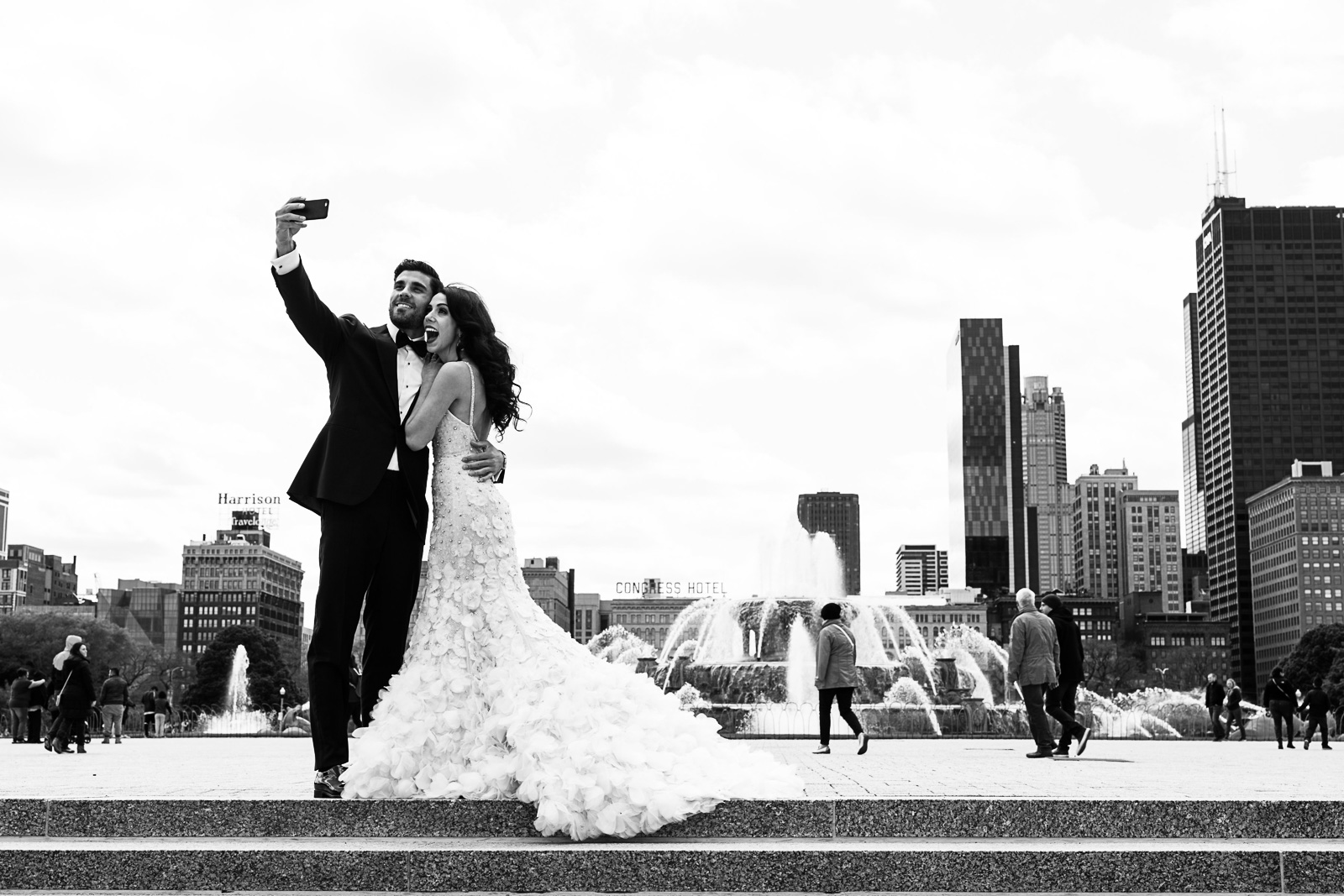 Fun non traditional wedding photo inspiration - our couple took a selfie with one of the iconic Chicago backdrops at Buckingham Fountain.