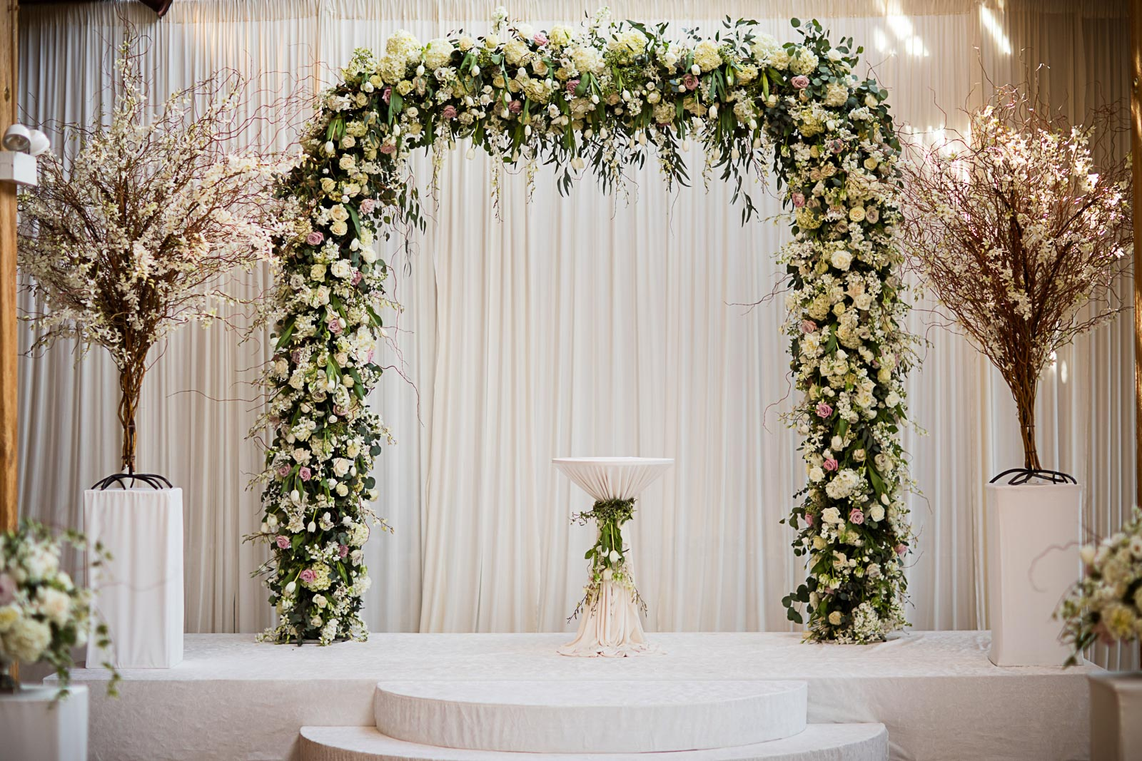 Floral arch ideas for springtime wedding in Chicago