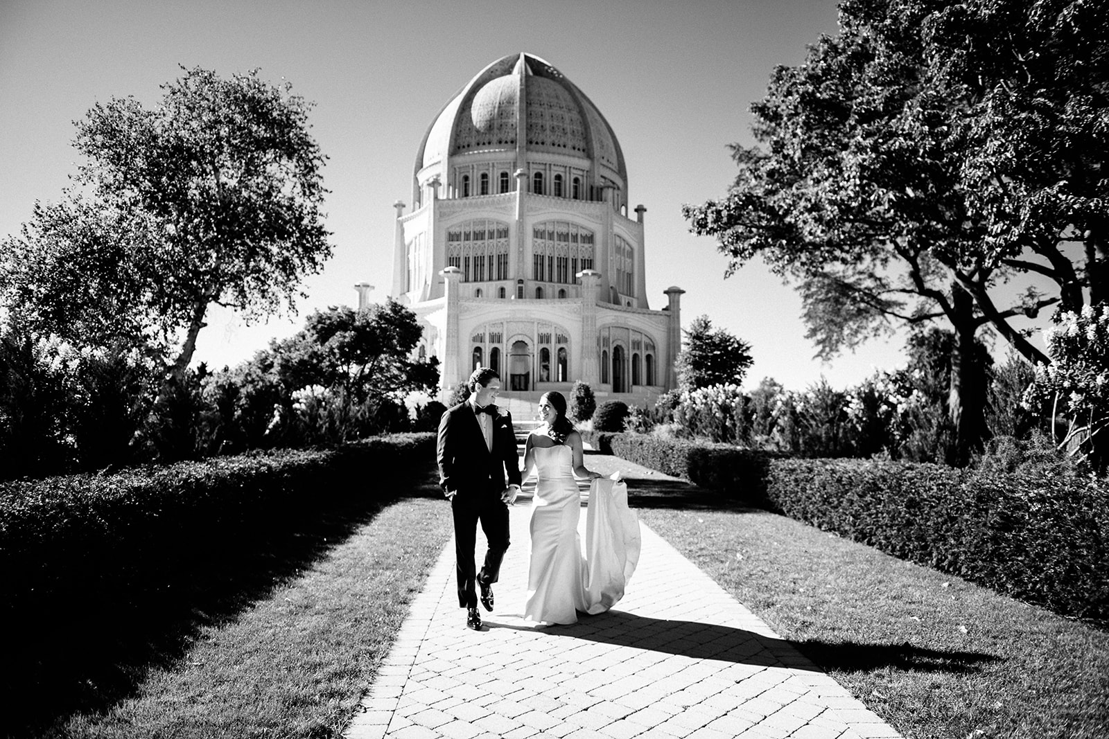 The Bahá'í House of Worship is a stunning backdrop. The fountains and gardens on site are beautiful. We love photographing wedding parties at this great photo location on Chicago's North Side! It's also near the Chicago Botanic Gardens.