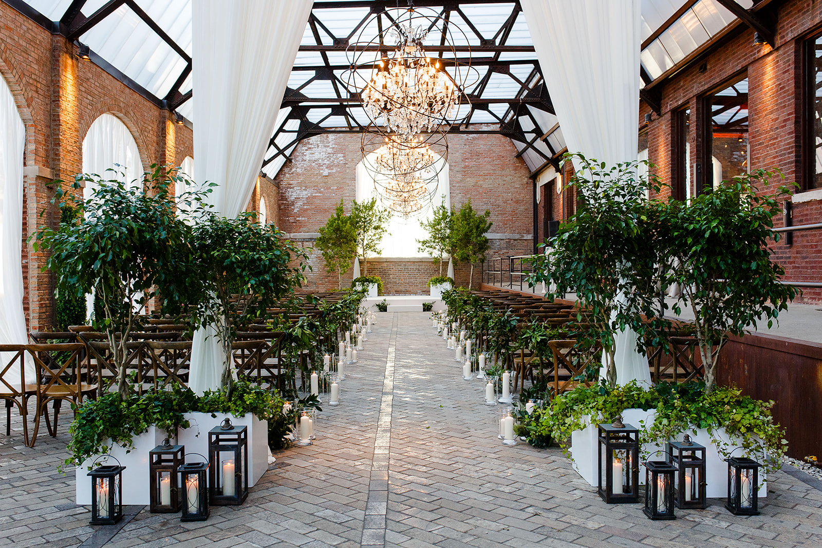 We love the lush green decor and draping that Kehoe Designs created for the Sculpture Garden ceremony.