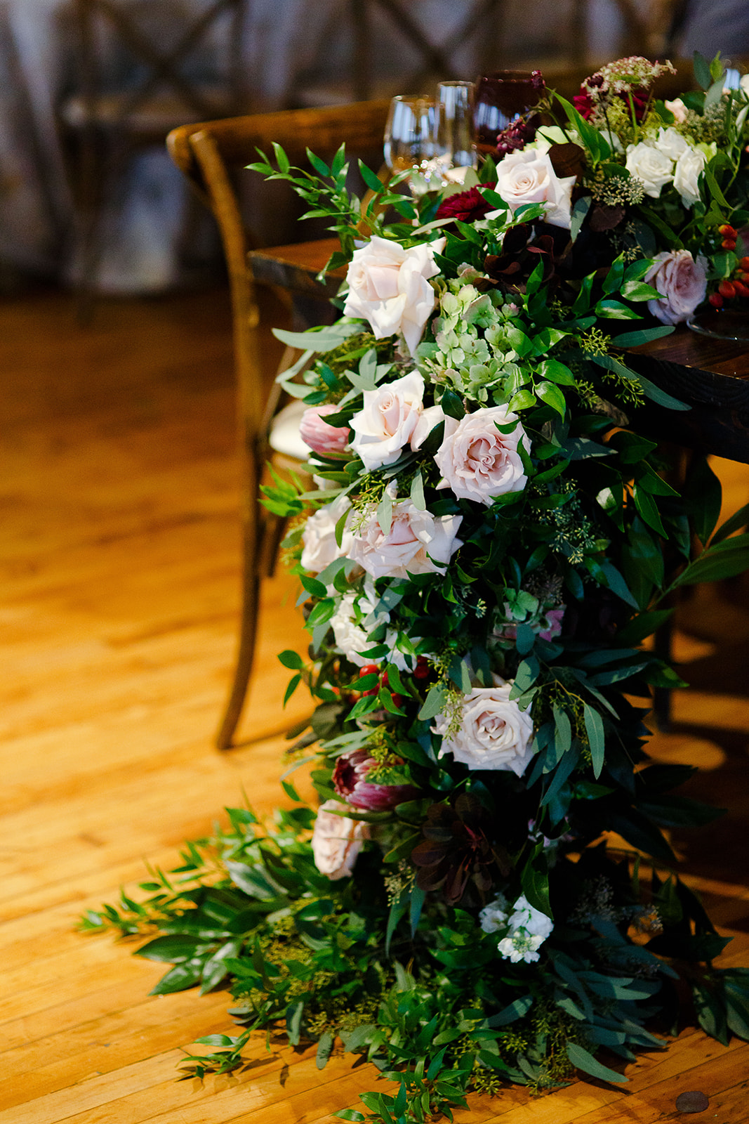 Can't get over these gorgeous cascading florals over the side of the tables.