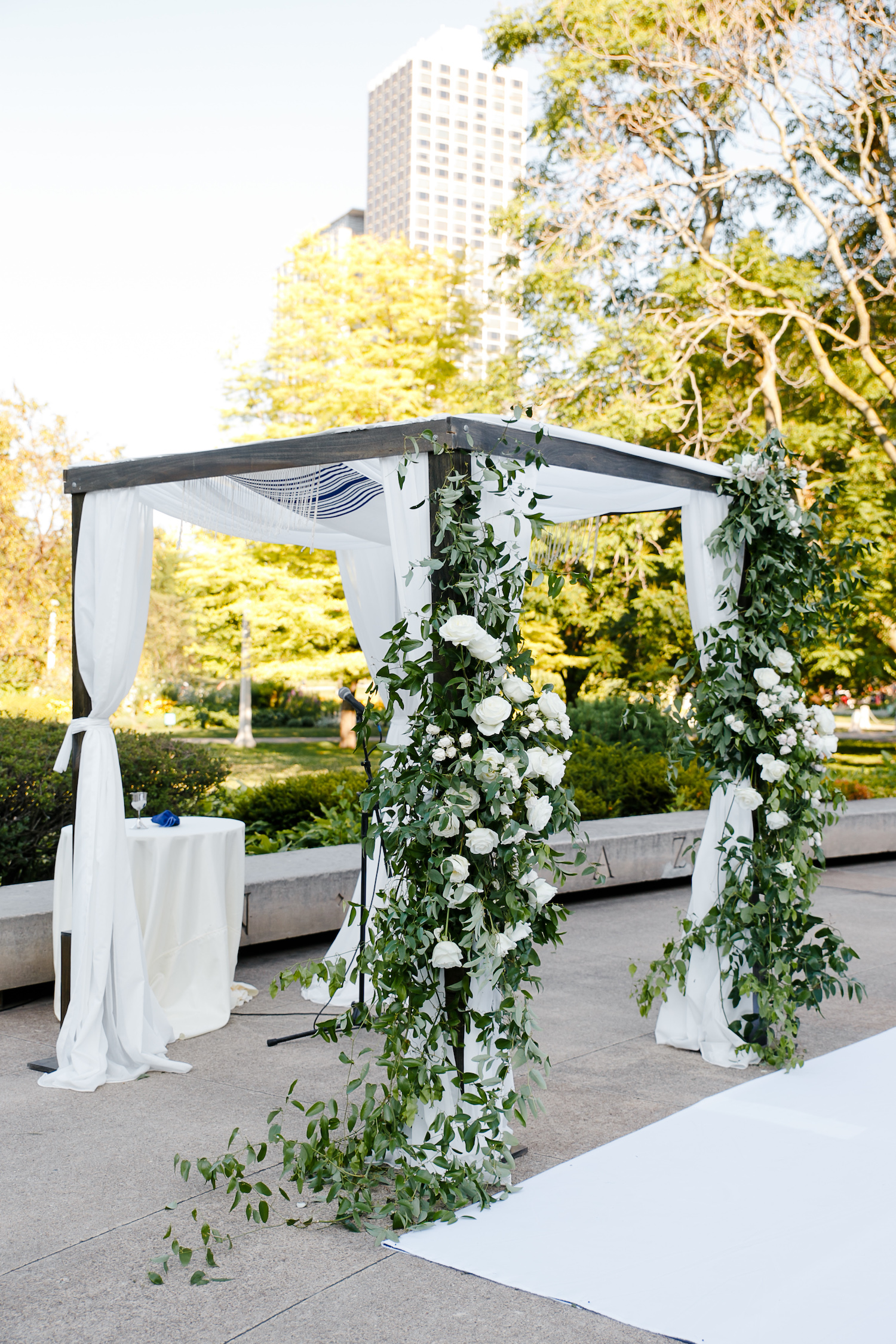 Floral arrangements adorned the chuppah in the courtyard of the Chicago History Museum