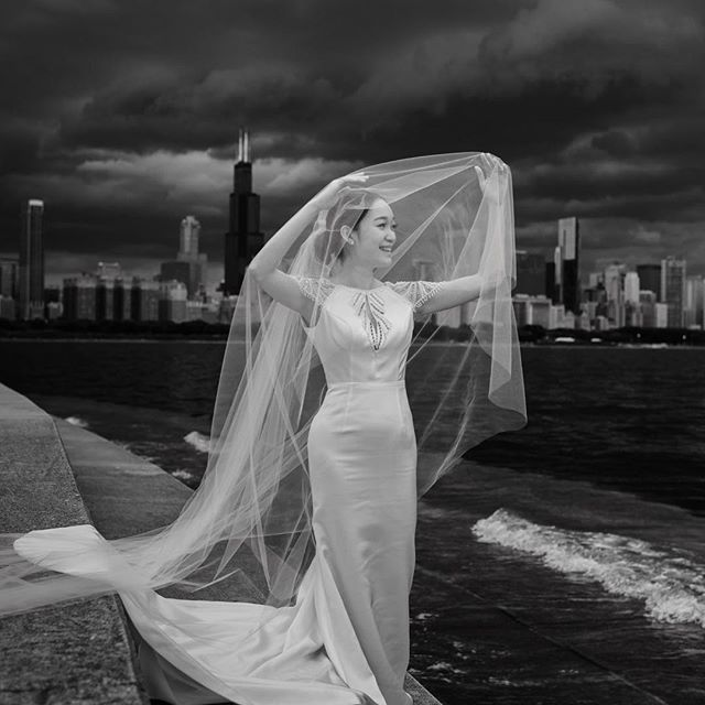 This couple flew from Thailand just for this shoot - they met in Chicago even though they grew up blocks from each other in Thailand. We got rained out twice but got these dramatic photos as a result of the stormy sky 😍