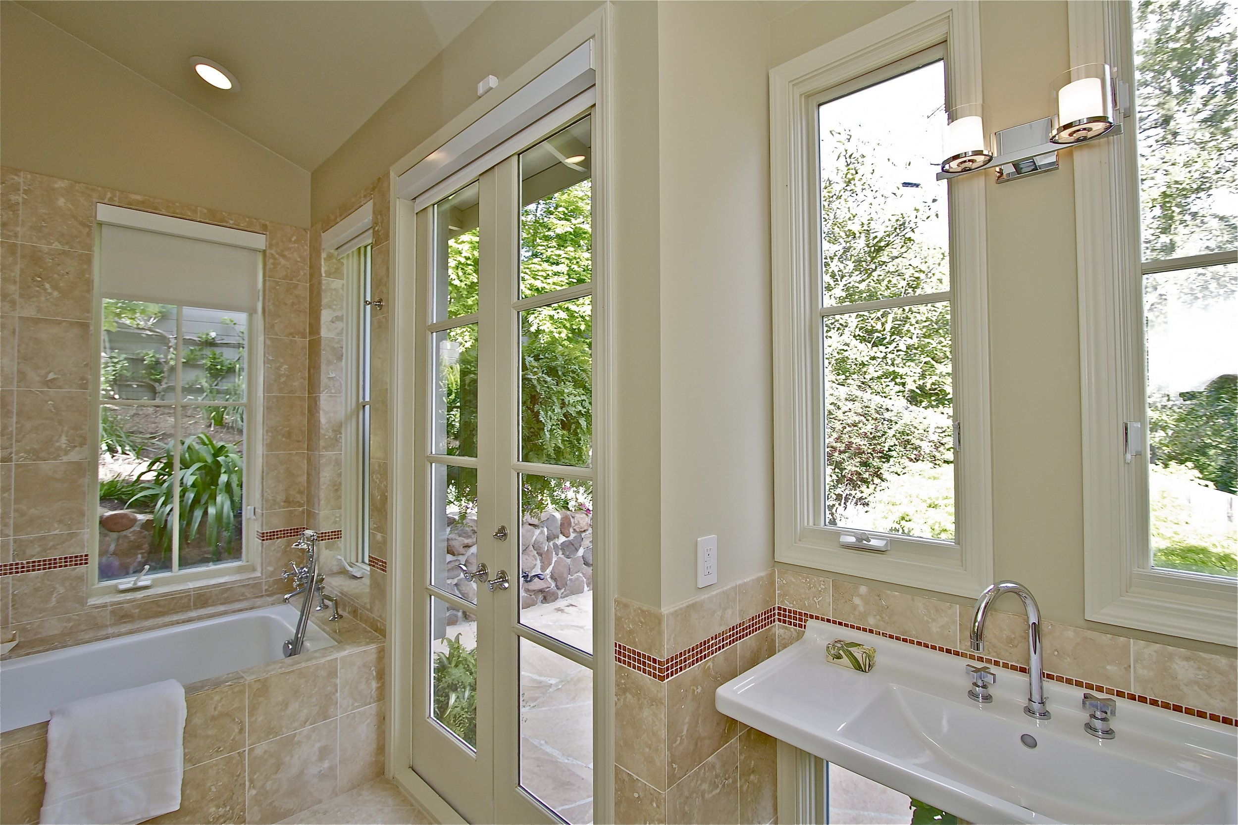 12. Bathroom 2.jpg