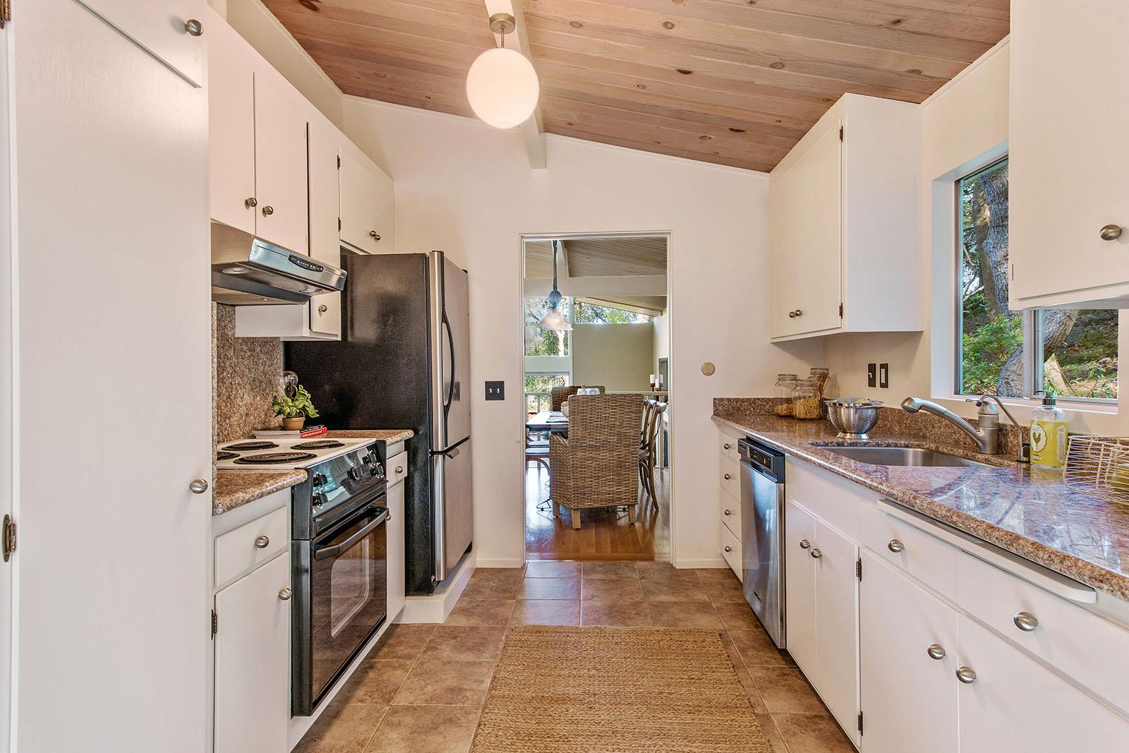 Kitchen to DR2.jpg