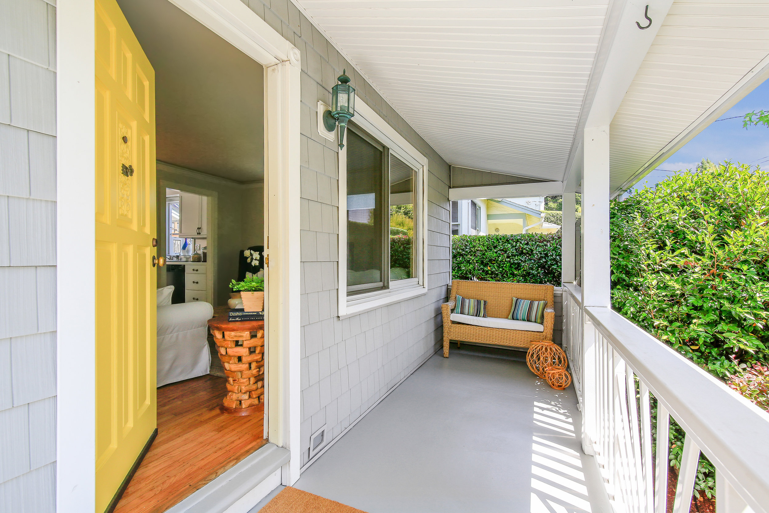 Ext - front porch door.jpg