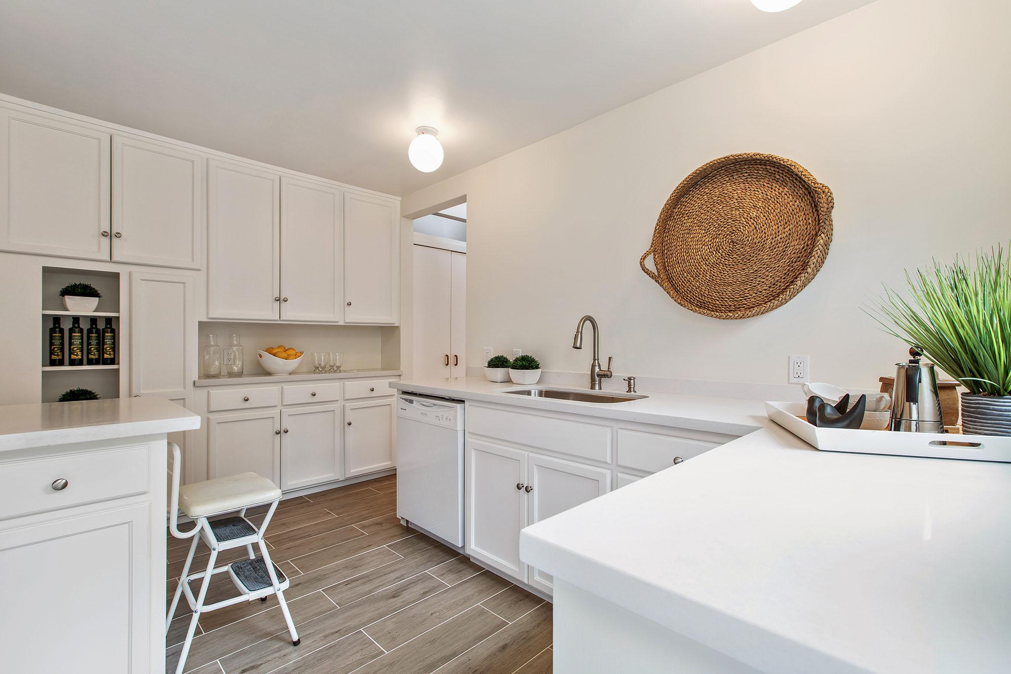 Kitchen - 3 cabinets.jpg