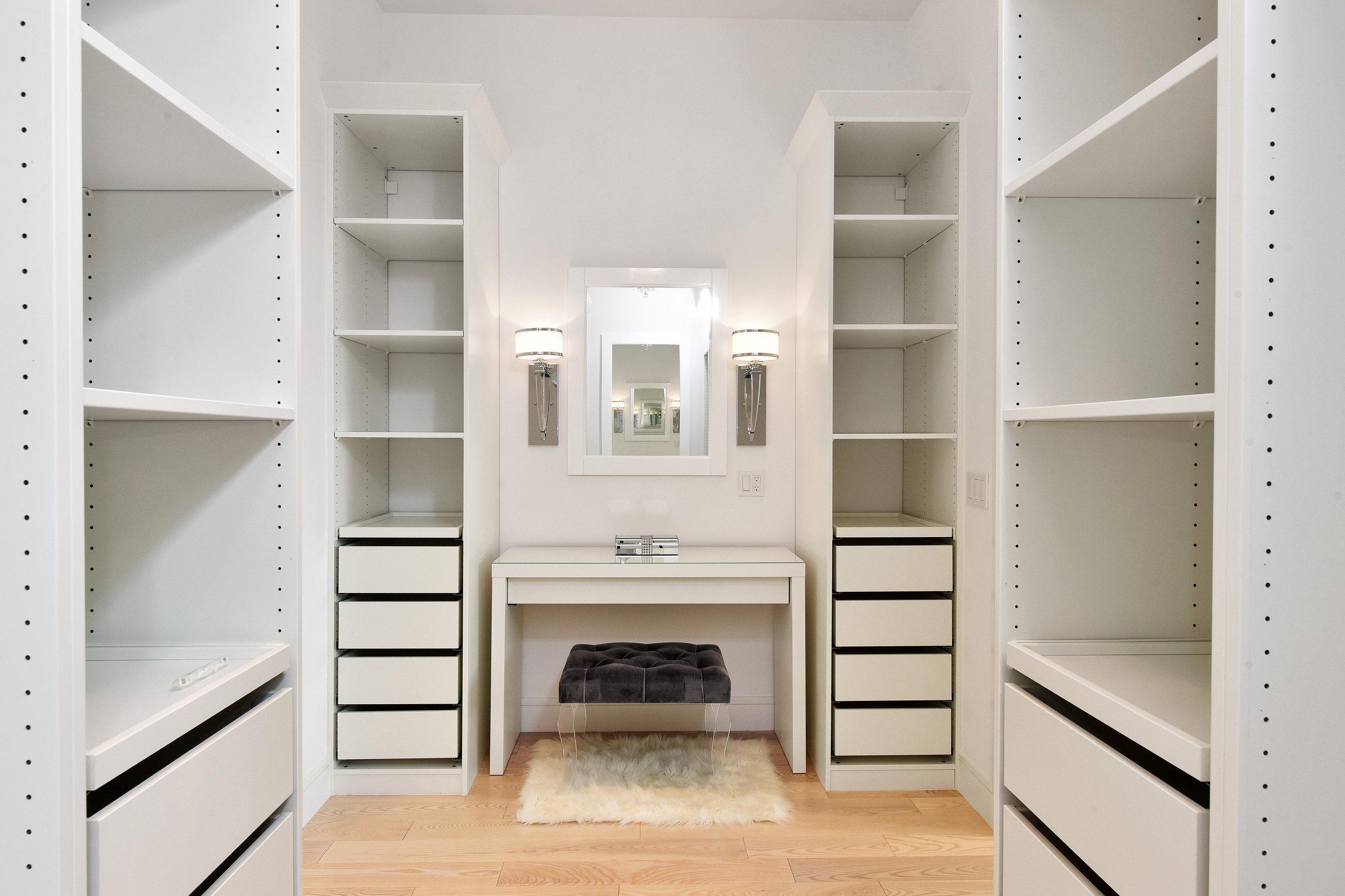 BR1 - closet 2.jpg
