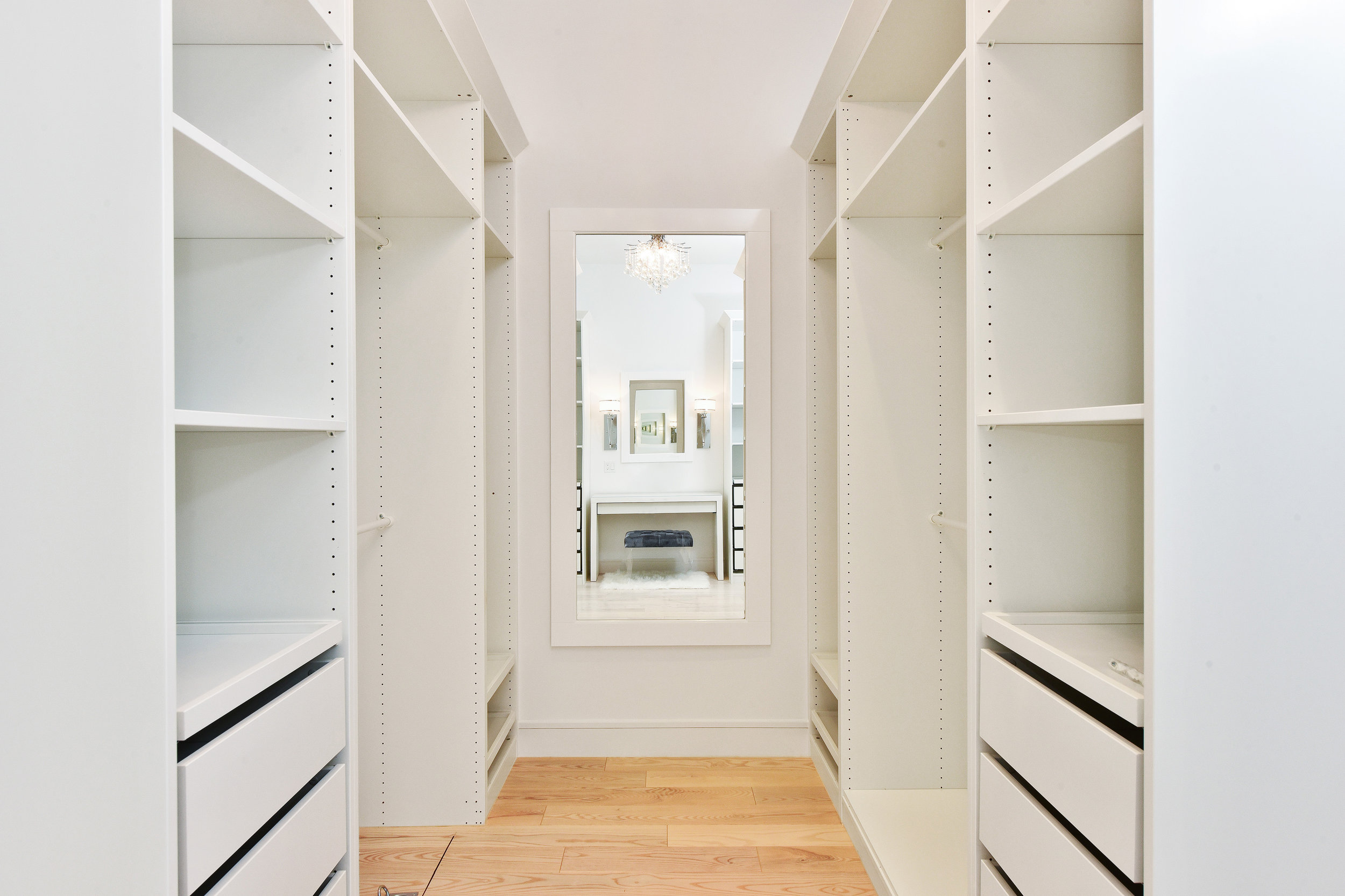 BR1 - closet 3.jpg