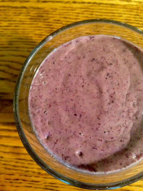 spinach berry smoothie.jpg