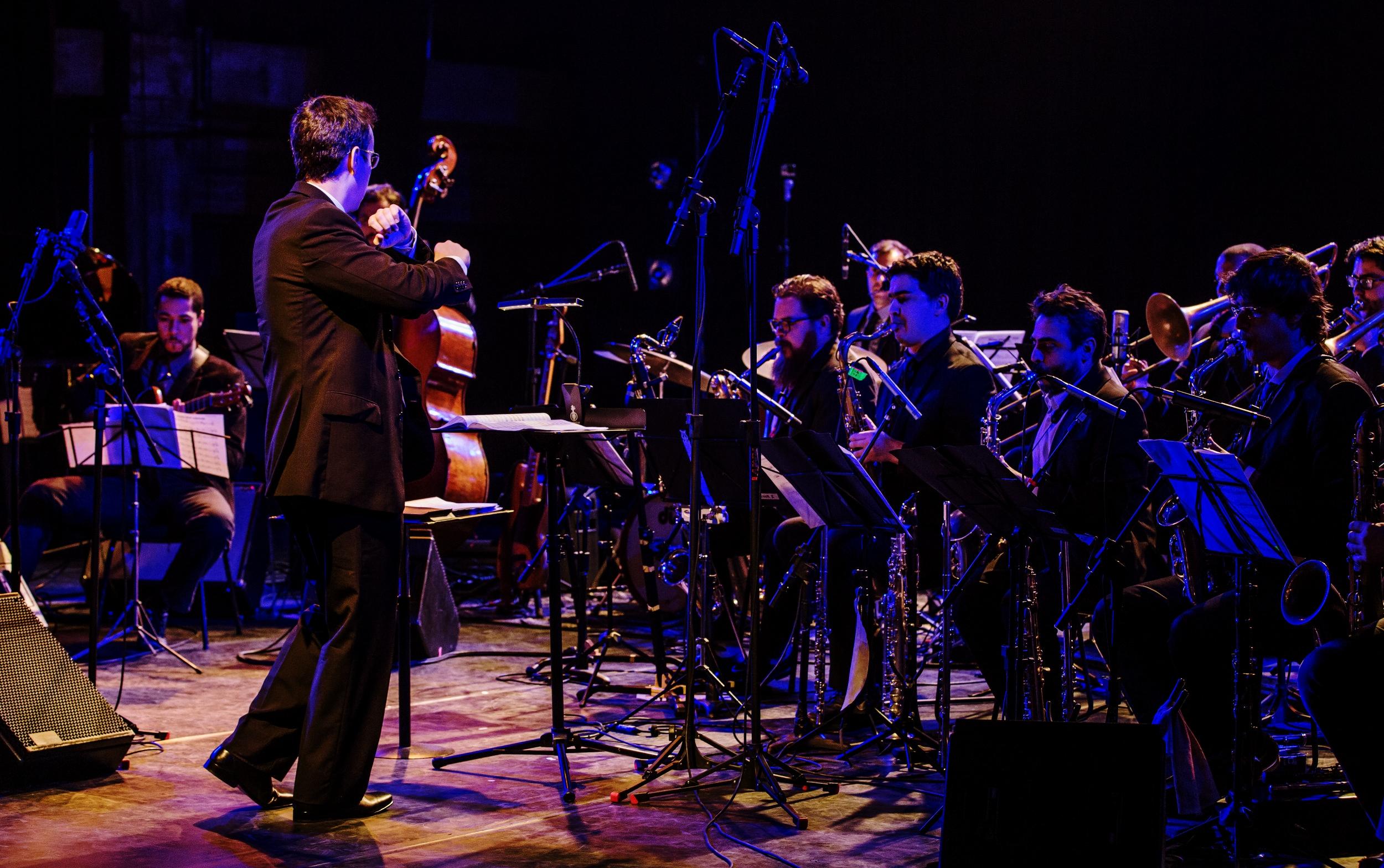 Rafael Piccolotto de Lima and Orquestra Urbana at SESC POMPEIA, São Paulo, Brazil.