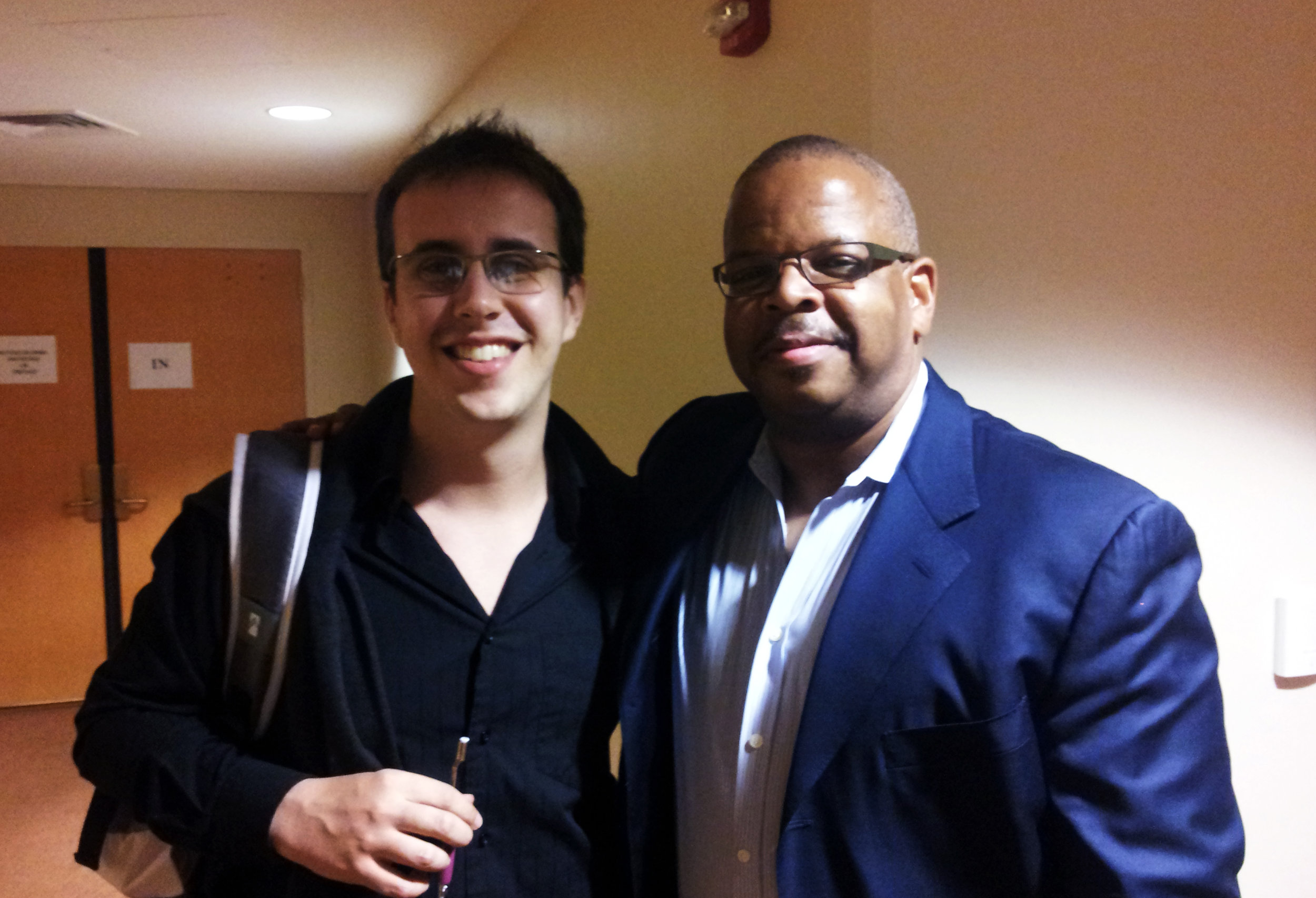 "Rafael Piccolotto de Lima (arranjador) e Terence Blanchard (trompetista), minutos antes da gravação ao vivo de ""Jazz and the Philharmonic"", Arsht Center of Performing Arts, Miami. 2013."