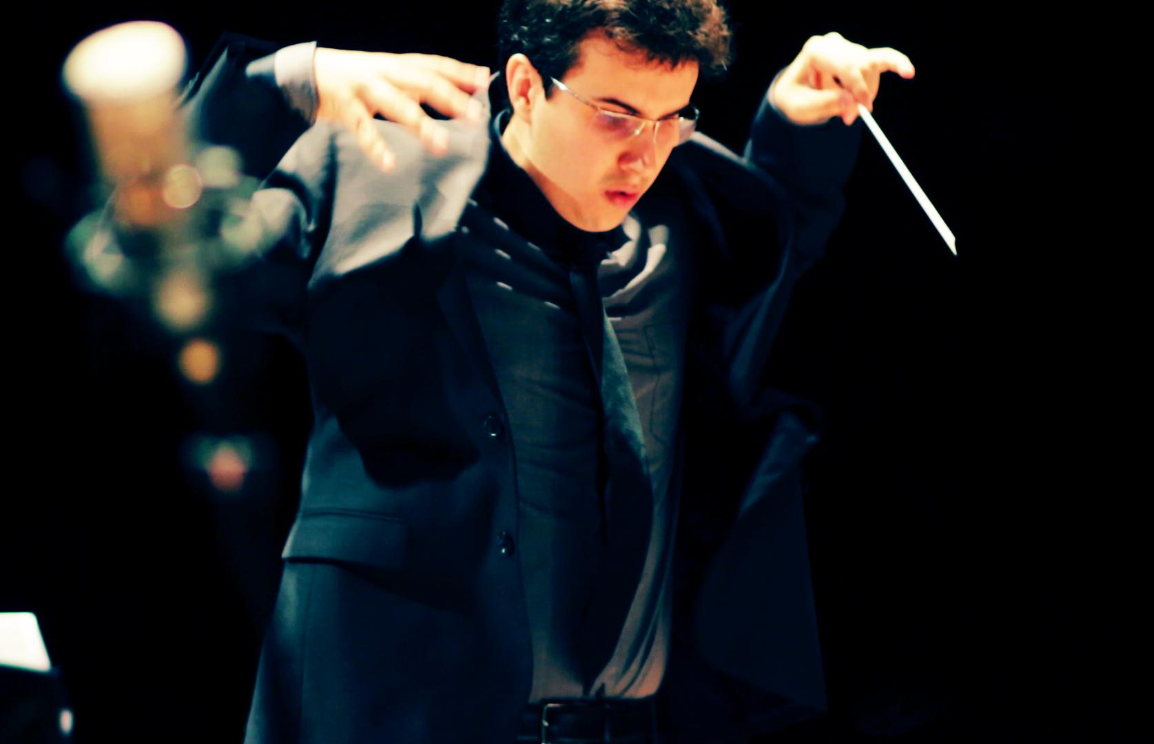 Rafael Piccolotto de Lima conducting UNICAMP Symphonic Orchestra at Teatro Castro Mendes, Campinas - Brazil. Jazz Symphonic concert featuring Rafael's music.