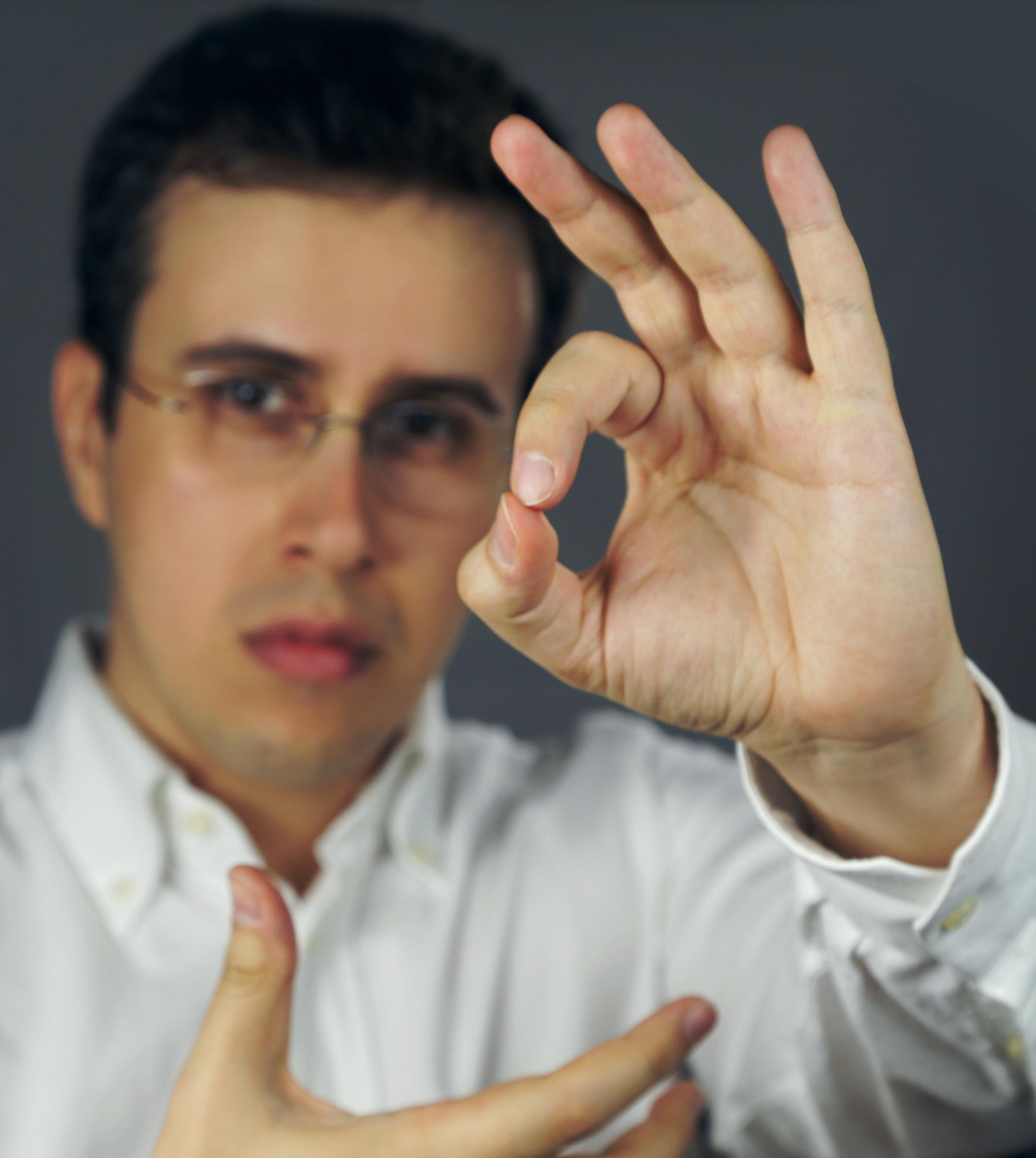 rafael piccolotto de lima hand conducting