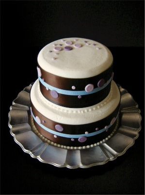 fondant dots cake.jpg