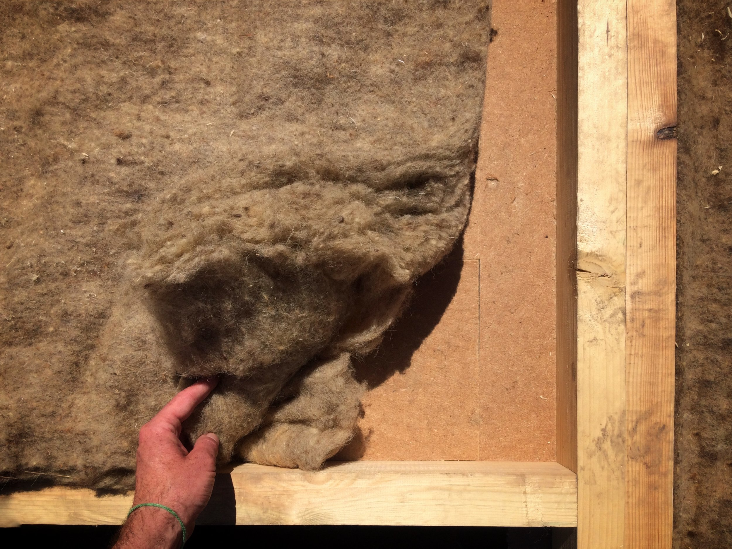 Oddychająca ściana izolowana wełną owczą. (Dom Redukt-01)