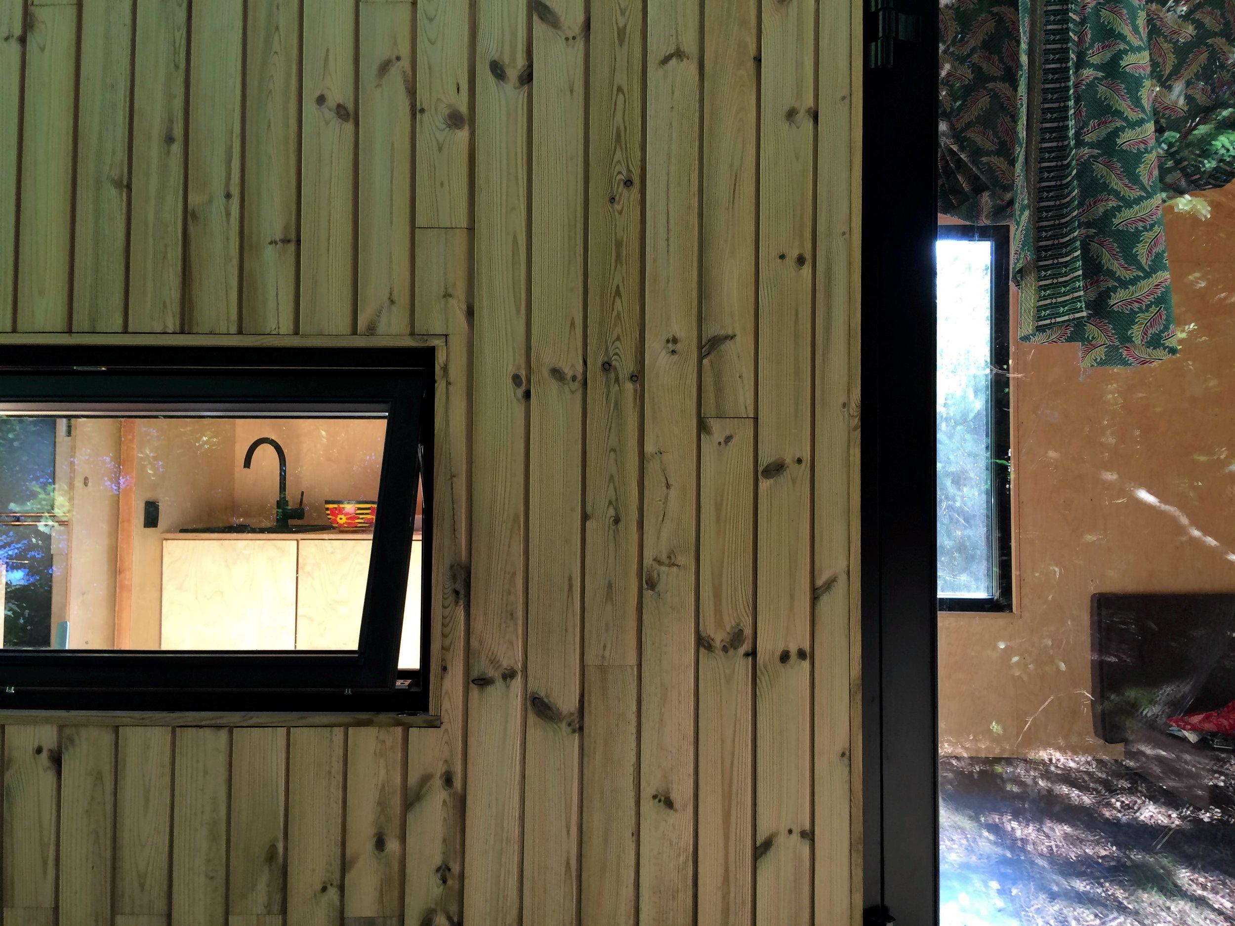 Elewacja wykonana z termodrewna, deska sosnowa, Redukt-01