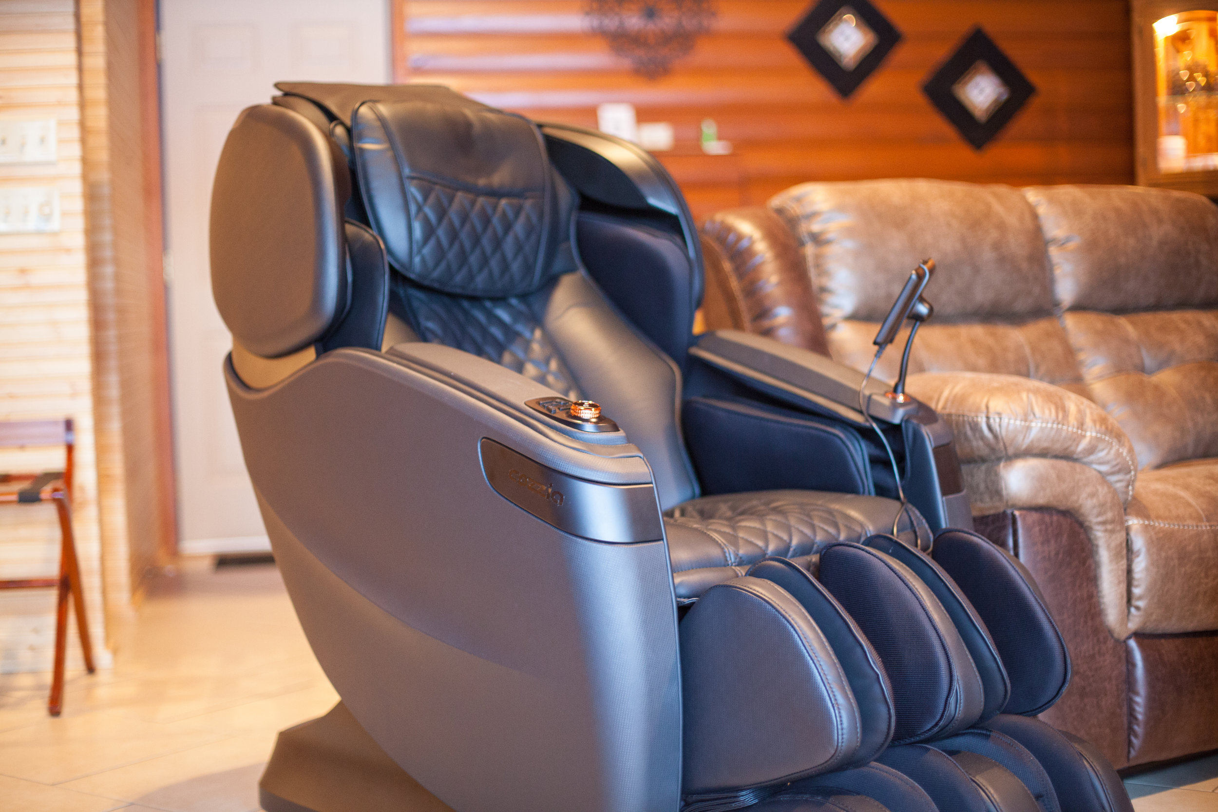 luxury massage chair by cozio cabin 30 the ritz
