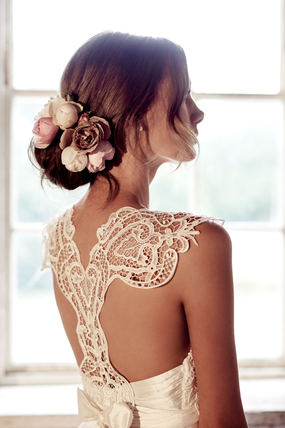 Eleanor - Featuring a flattering T-bar vintage guipure lace back detail that skims down the shoulder blades to finish in the classic Anna Campbell silk bow, the Eleanor is a romantic gown full of feminine charm. A strong ivory guipure lace adds a distinct modern element to this timeless and beautiful bridal look.