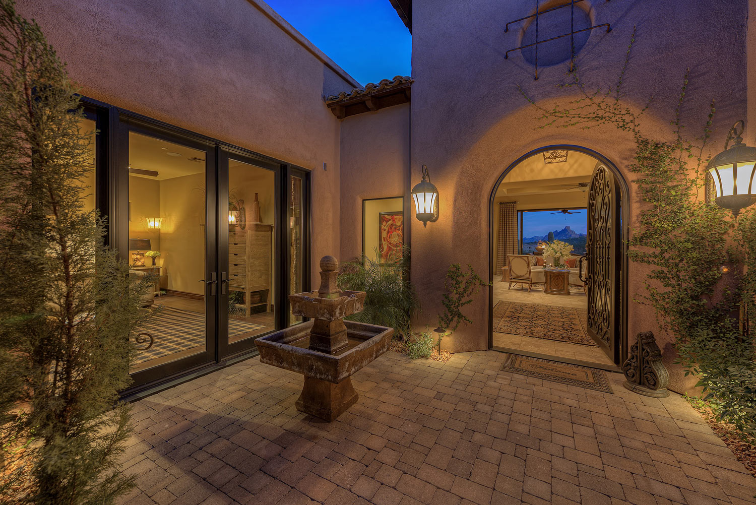 002_Front-Courtyard-and-Entry.jpg