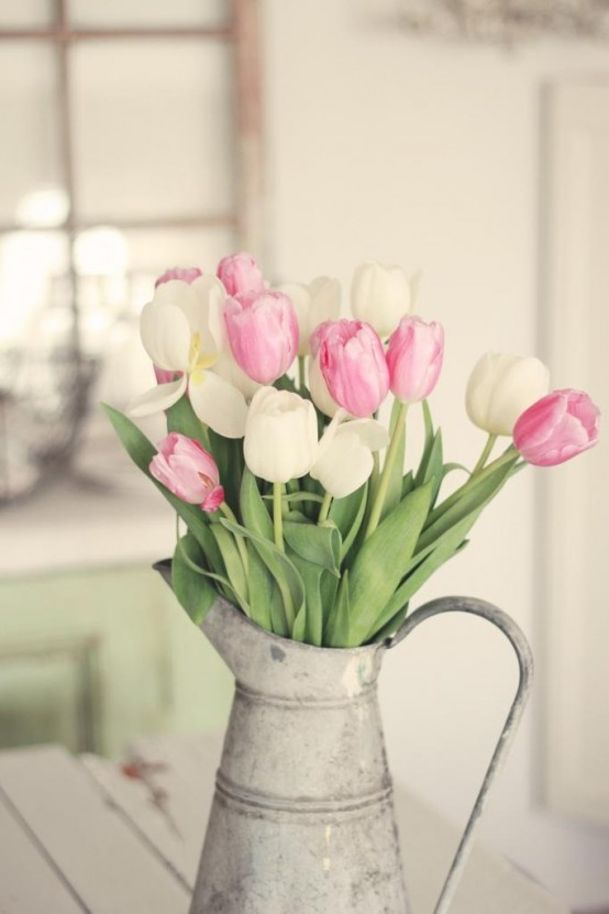 how-to-incorporate-tulips-into-your-spring-decor-ideas-39-554x831.jpg