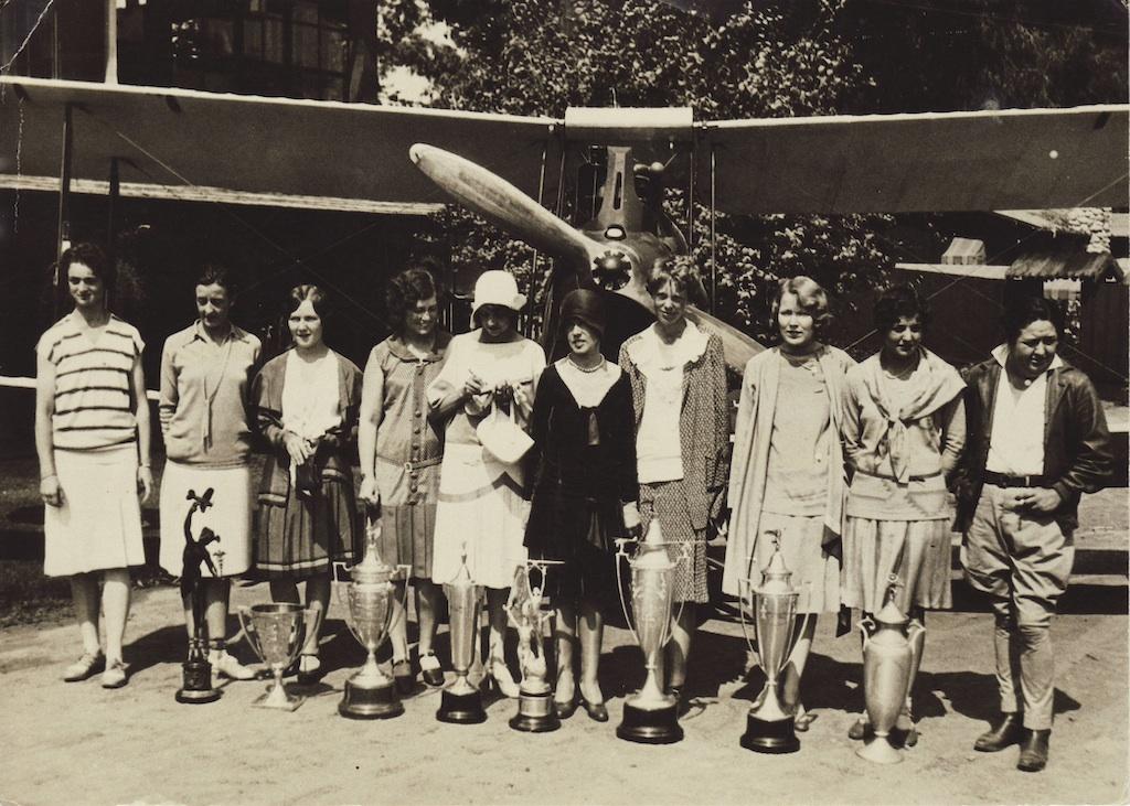 1929Derby_Trophy_Postcard_2.jpg