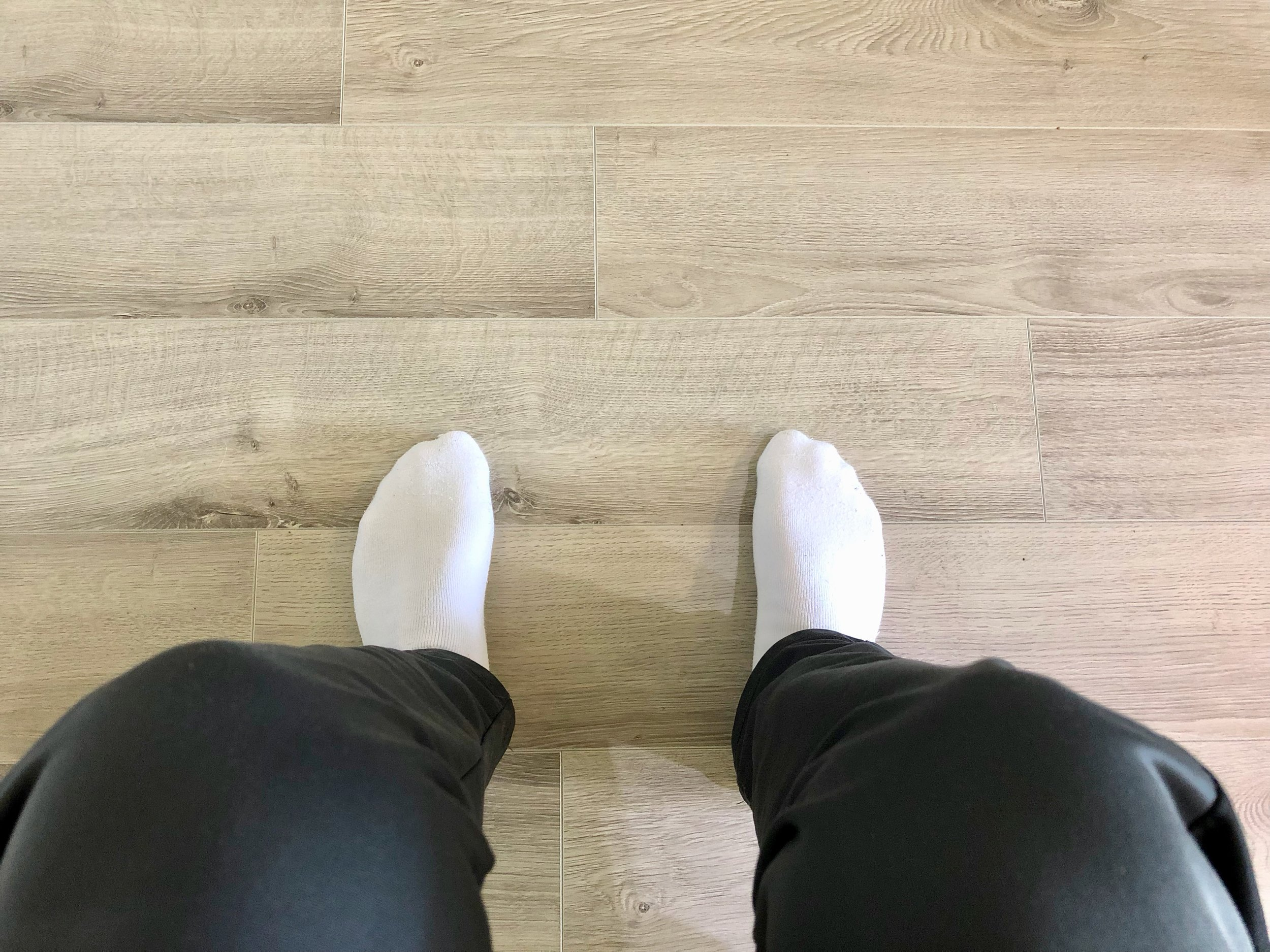 Feet_Flat_on_ground.jpg
