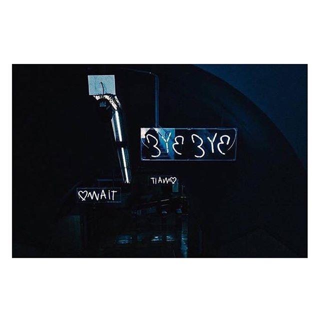#InTheMoodForLoveRome è la scultura luminosa, ad opera di @rubkandy , che da più di un anno accompagna i passeggeri in transito nella Stazione Metro Cavour.  Ph. @giuseppec0stantin0  Un progetto di @atacroma in collaborazione con @nufactory_creative_agency , partner 2018 @cortiledeigentili  BIT Regeneration #artstopmonti|www.artstopmonti.com  #atac #atacroma #nufactory #cortiledeigentili #rubkandy #rubkandyarchive #romeitaly #roma #rome #mood #byebye #love #tiamo #arte #art #installationart #installation #neon #contemporaryart #metropolitana #metroroma #lightinstallation #artist #publicart #urban #urbanphotography #undergroundart #rionemonti