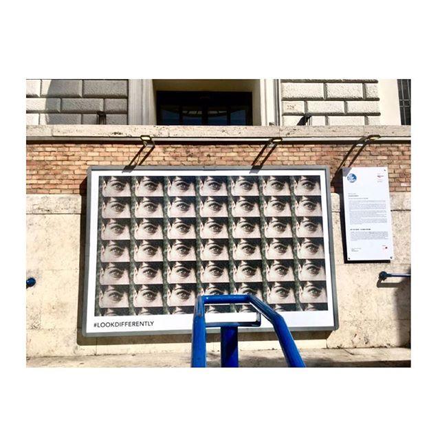#LookDifferently è un'#opera di @grace_cababa_an @matilde_campo @martinaafoschi e Matilda Monti. Il progetto artistico è stato selezionato per essere esposto temporaneamente negli spazi della #StazioneCavour in occasione della seconda stagione di #ArtStopMonti | L'opera racconta la città e parla di dialogo, un'azione che avviene soprattutto attraverso gli occhi delle persone. Un progetto che invoglia i passanti a fermarsi e a guardare in maniere differente non solo un'immagine, ma l'intera città e in generale tutto ciò che ci circonda.  Un progetto di @atacroma in collaborazione con @nufactory_creative_agency , partner 2018 @cortiledeigentili | Scopri tutte le opere entrate in stazione su www.artstopmonti.com  #atac #atacroma #nufactory #cortiledeigentili #arte #art #artist #contemporaryart #artecontemporanea #publicart #roma #rome #rionemonti #views #eyes #sights #installationart #installation #artistry_vision #artwork #artoftheday #art_we_inspire #metro #metropolitana #metroroma #metrostation