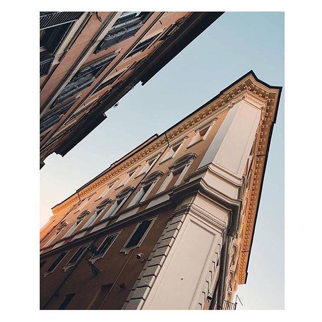 Da qualsiasi punto di vista… quanto sei bella Roma!  Ph. @whothehelliscami  Un progetto di @atacroma in collaborazione con @nufactory_creative_agency , partner 2018 @cortiledeigentili  BIT Regeneration #artstopmonti|www.artstopmonti.com  #roma #rome #romacapitale #roma_city_official #romeitaly #romephotography #photography #prospective #building #italia_super_pics #italia_landscape #italia_cartoline #placetotravel #best_shots #differentview #italy #rionemonti #italia_inunoscatto #travelphotography #streetstyleinspiration #street_vision #roma_bestphoto #discoveritaly #exploreeverything #citybestviews
