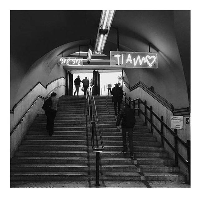 L'arte continua la sua permanenza nella stazione metro Cavour di Roma ✨  #InTheMoodForLoveRome è la scultura luminosa ad opere di @rubkandy , visibile negli spazi della stazione Cavour.  Ph. @irenedelaurentiis  Un progetto di @atacroma in collaborazione con @nufactory_creative_agency , partner 2018 @cortiledeigentili  BIT Regeneration #artstopmonti|www.artstopmonti.com