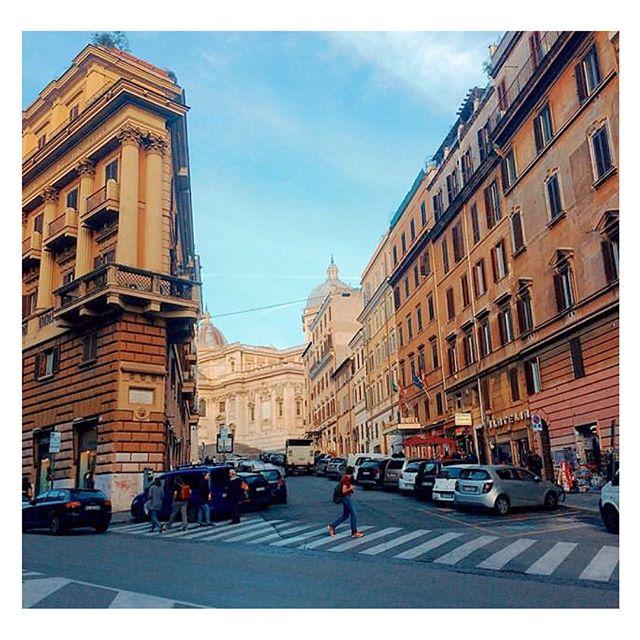 Roma non smette mai di stupirci. Potremmo davvero girovagare tutto il giorno e andare ogni volta in un luogo completamente diverso. Con la certezza che non rimarremmo mai delusi!  Ph. @alessioattinasi  Un progetto di @atacroma in collaborazione con @nufactory_creative_agency , partner 2018 @cortiledeigentili  BIT Regeneration #artstopmonti|www.artstopmonti.com  #roma #rome #rionemonti #italy #streetphotography #streetlife #architecture #architecturephotography #cityscape #urbanlandscape #streetsofrome #rometodiscover #scorcio #beautifuldestinations #discovery_landscapes #travelphotography #places #prospective #lovetravels #amazingplaces #tourist_lover #shot_italia #italian_trips