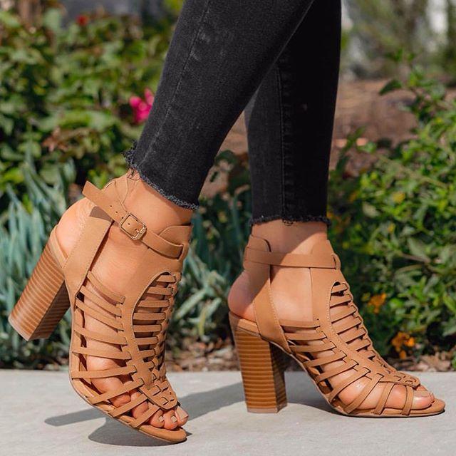 Good shoes take you to Good places 😉 #LovShoes #ShoeGang #ShoeAddict #ShoeGame #ShoesOfTheDay #ShoePorn #ShoeLover #InstaShoes #ShoeFreak #ShoeObsessed #Shoeaholic #ShoesOfInstagram #chunkyheelsandals #chunkyheels #chicago