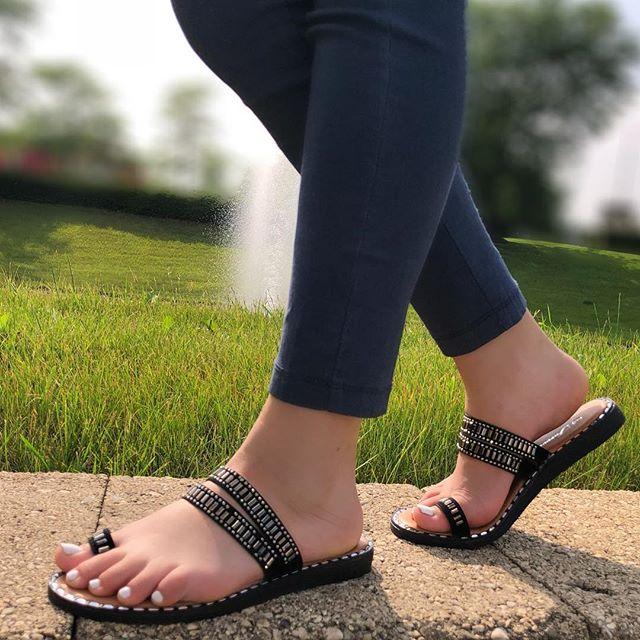 Nothing but good vibes and cute sandals 💁🏻♀️ #LovShoes #ShoeGang #ShoeAddict #ShoeGame #ShoesOfTheDay #ShoePorn #ShoeLover #InstaShoes #ShoeFreak #ShoeObsessed #Shoeaholic #ShoesOfInstagram #mondayblues #summer2k18 #wortheverystep #sandals
