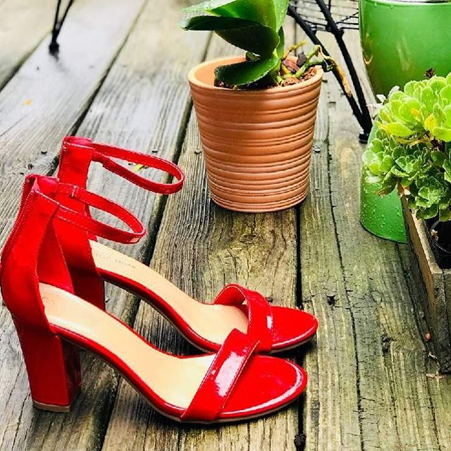 It's the lil things in life that matter the most ✨ #LovShoes #ShoeGang #ShoeAddict #ShoeGame #ShoesOfTheDay #ShoePorn #ShoeLover #InstaShoes #ShoeFreak #ShoeObsessed #Shoeaholic #ShoesOfInstagram #summer2k18 #sandals #chunkyheelsandals #redshoes #thirstythursday