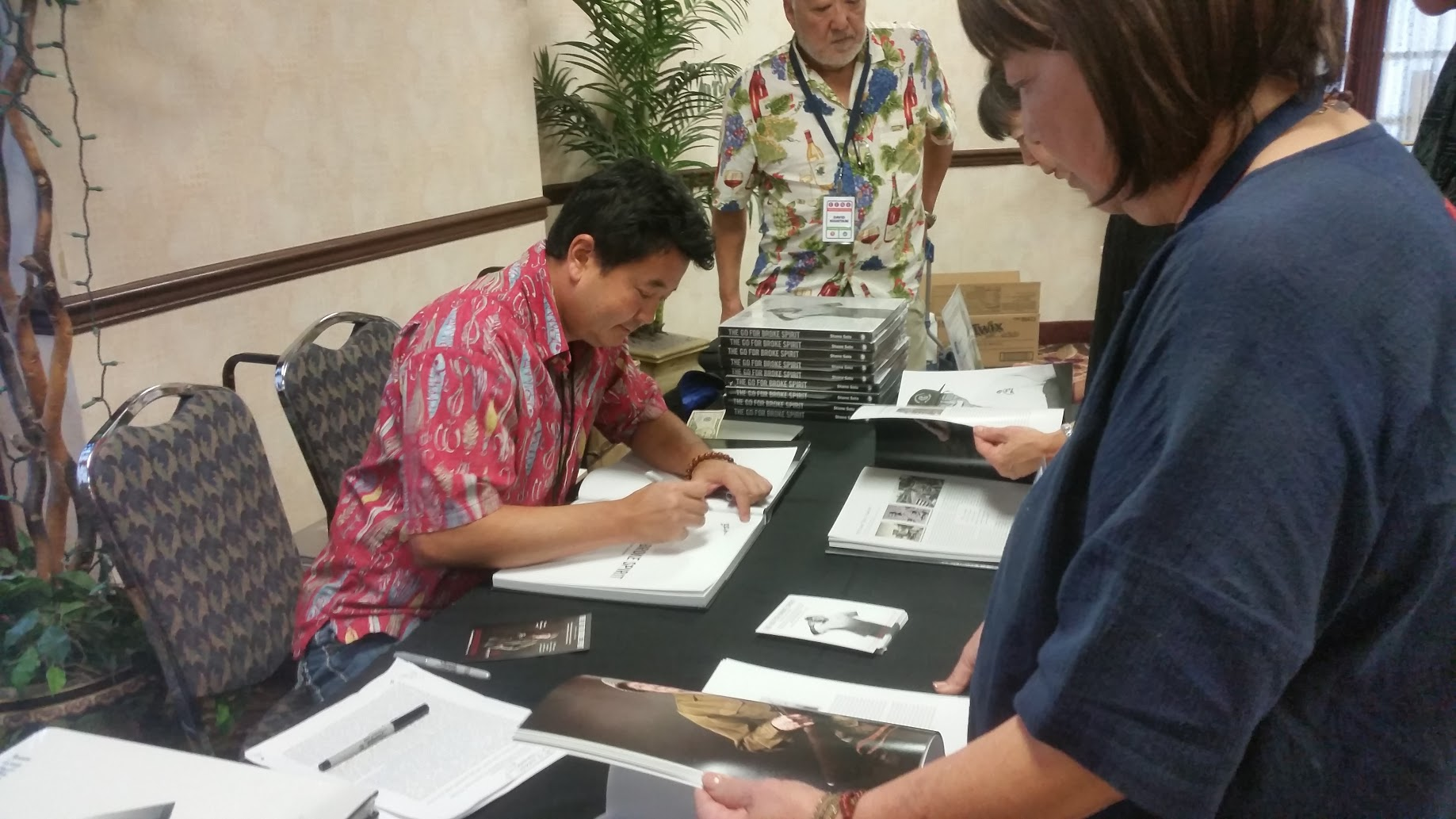 Shane Sato signing at Friends & Family of Nisei Veterans (FFNV) Las Vegas 2017