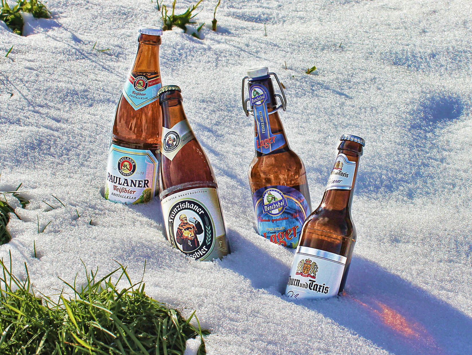 keep beer cold on snow day by burying it in snow