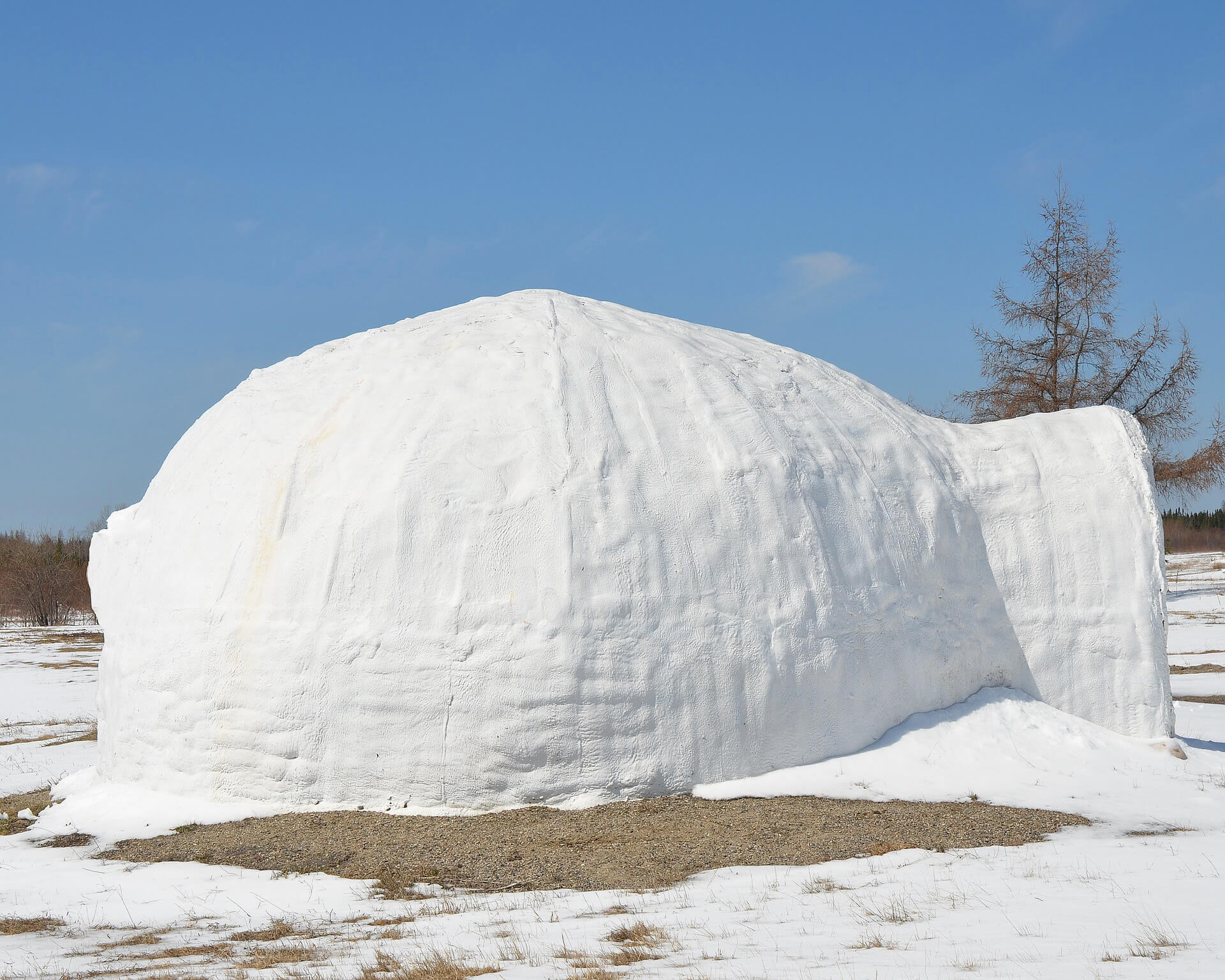building a homemade snow igloo is a great choice for winter activities