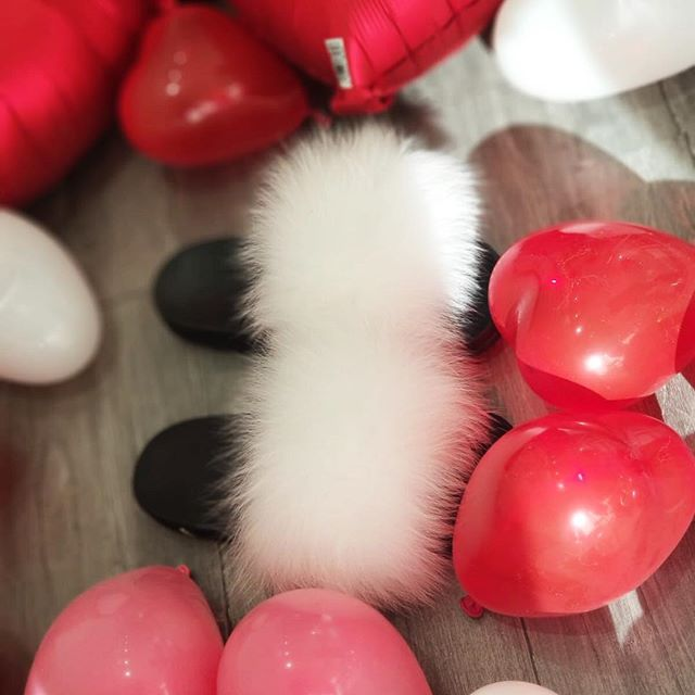 All White surrounded with red and pink ❤️ @belleame_balloons