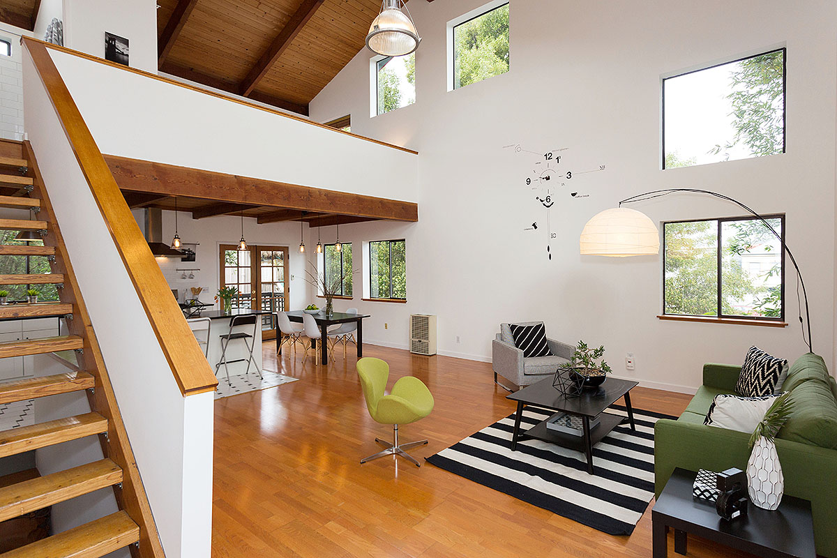 Great Room - A soaring space with a feeling of being nestled in the tree canopy.