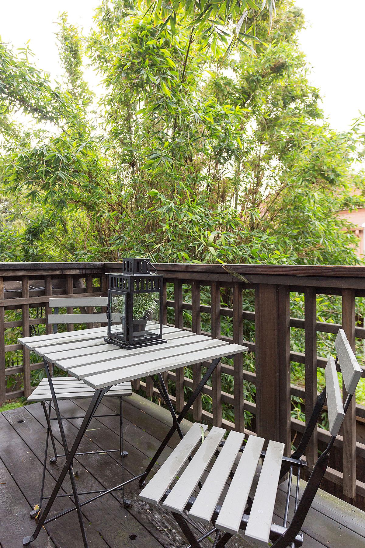 Breakfast Deck - A deck off the kitchen that overlooks the garden..